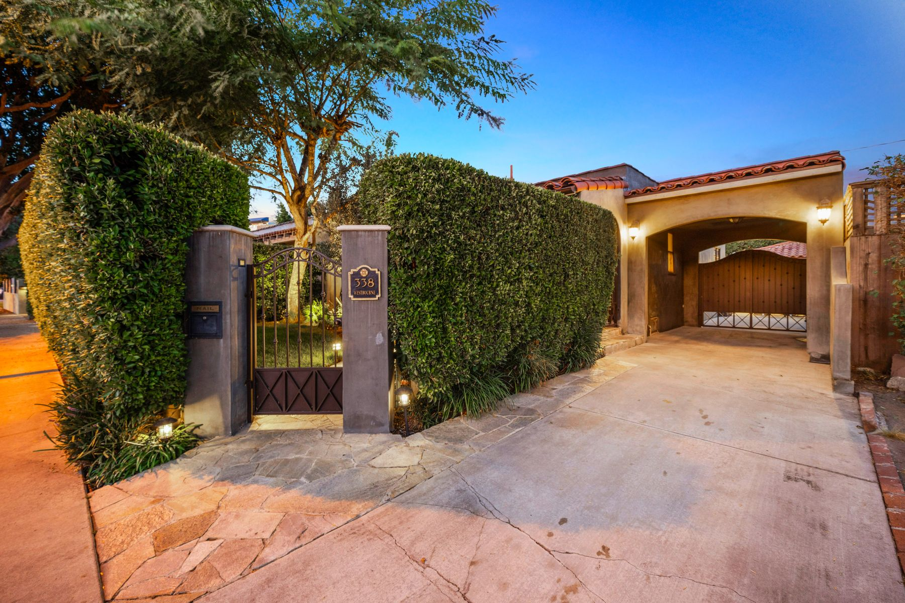 Single Family Homes for Sale at 338 Westbourne Drive West Hollywood, California 90048 United States