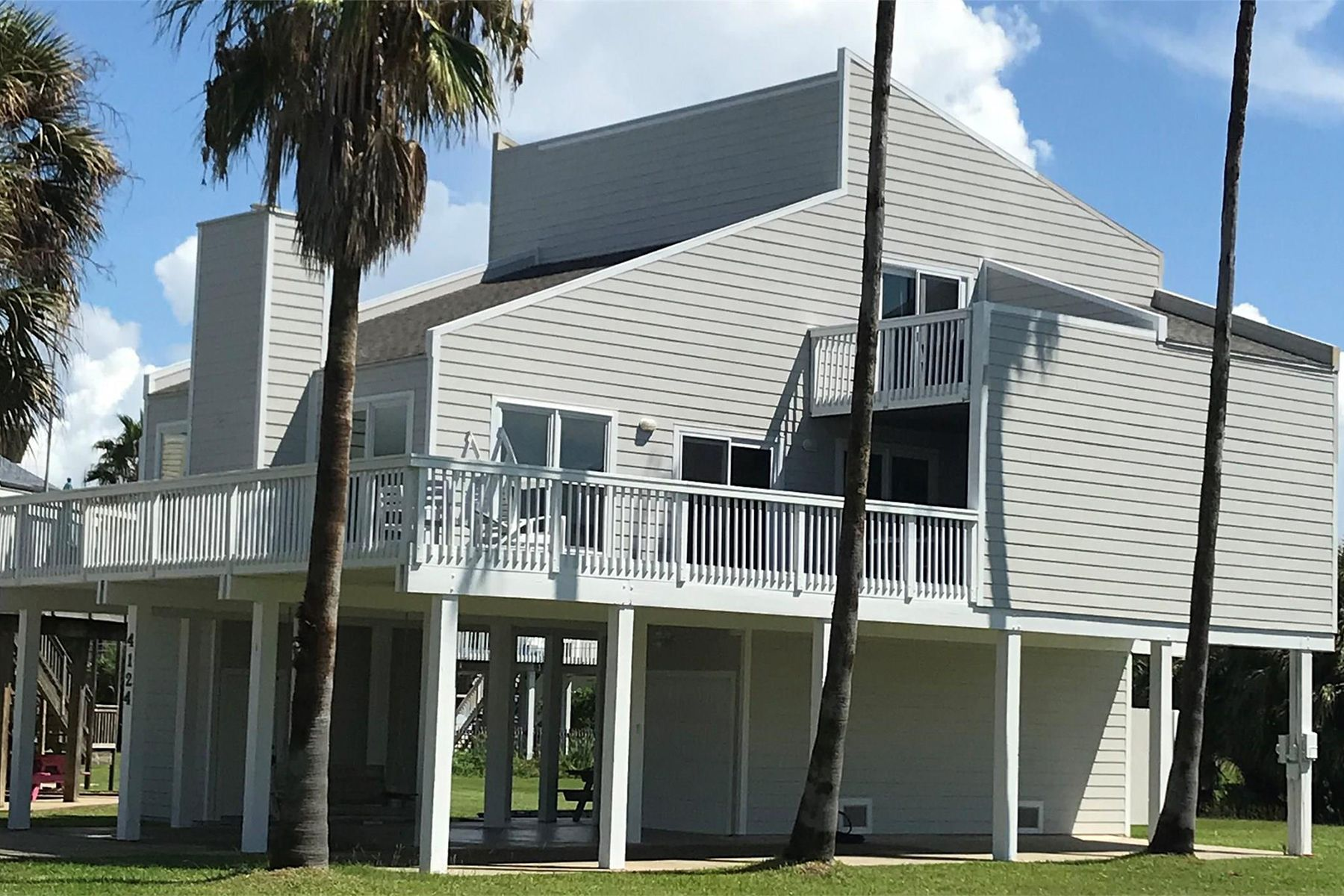 Single Family Homes for Active at 4124 Pelican Lane Galveston, Texas 77554 United States
