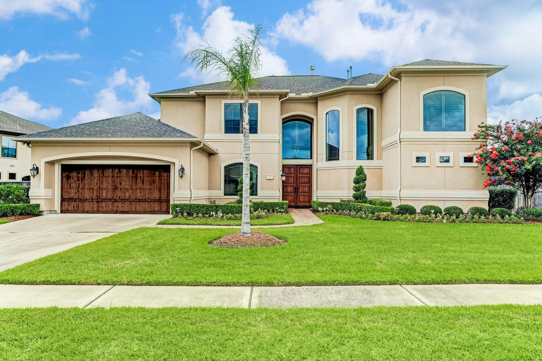 Single Family Homes for Active at 12401 Baymeadow Drive Pearland, Texas 77584 United States