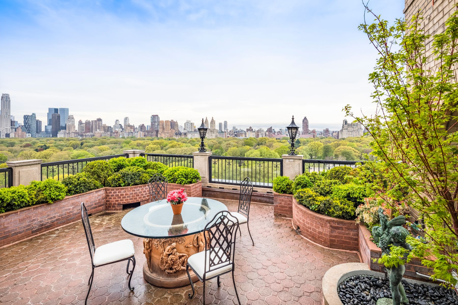 Co-op Properties للـ Sale في Magnificent Candela Penthouse 990 Fifth Avenue PH12/13/14, New York, New York 10075 United States