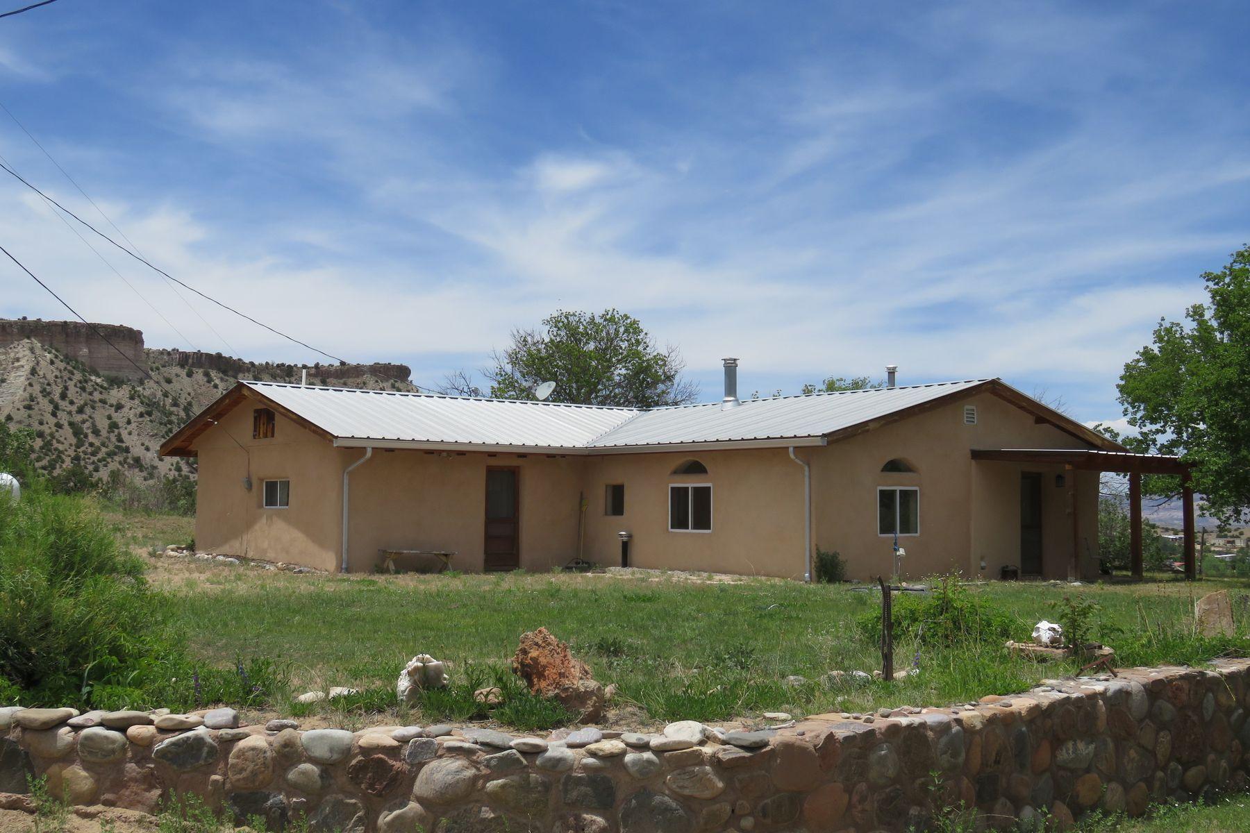 Single Family Homes per Vendita alle ore Abiquiu, Nuovo Messico 87516 Stati Uniti