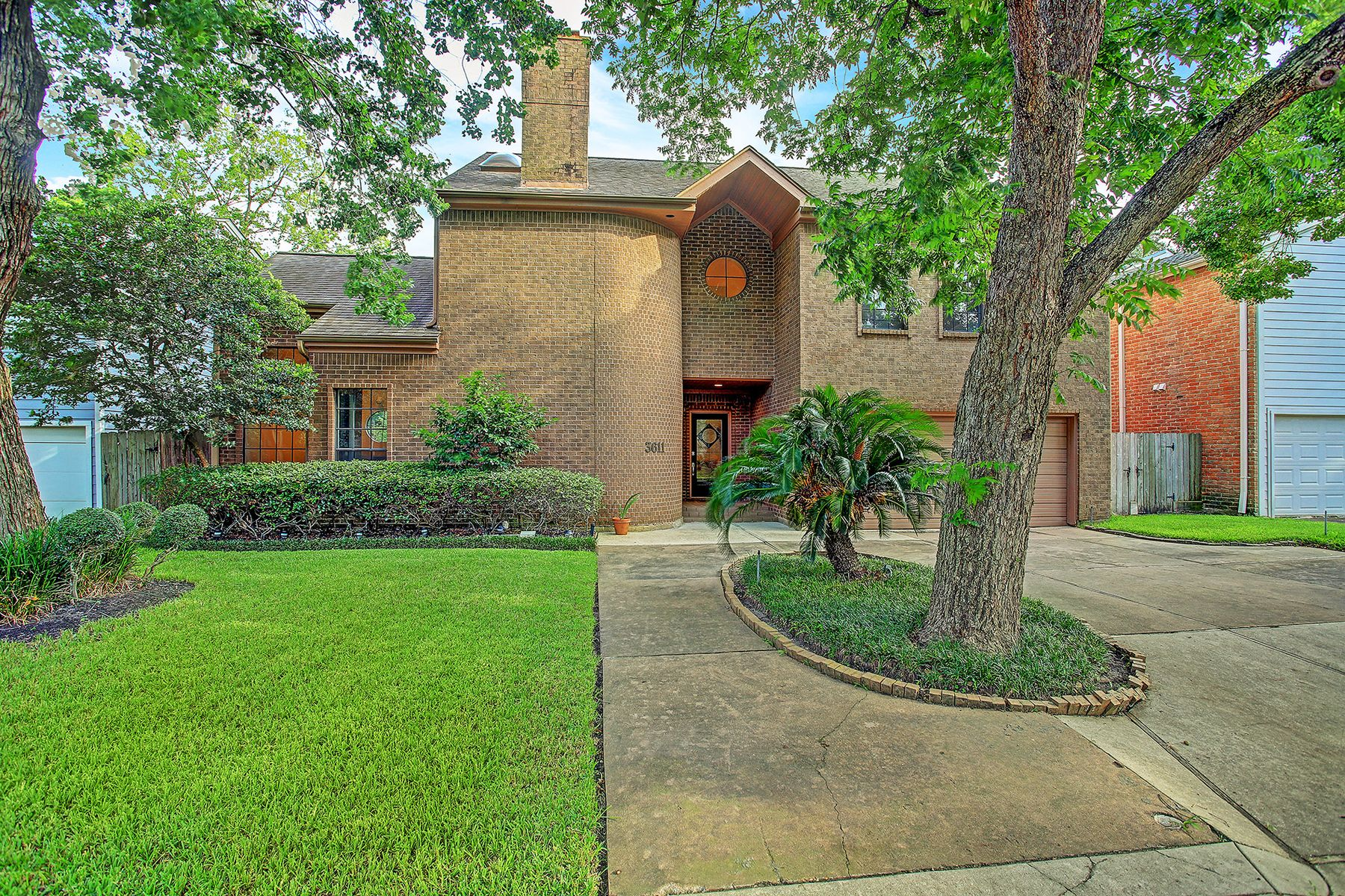 Single Family Homes for Active at 3611 Corondo Court West University Place, Texas 77005 United States