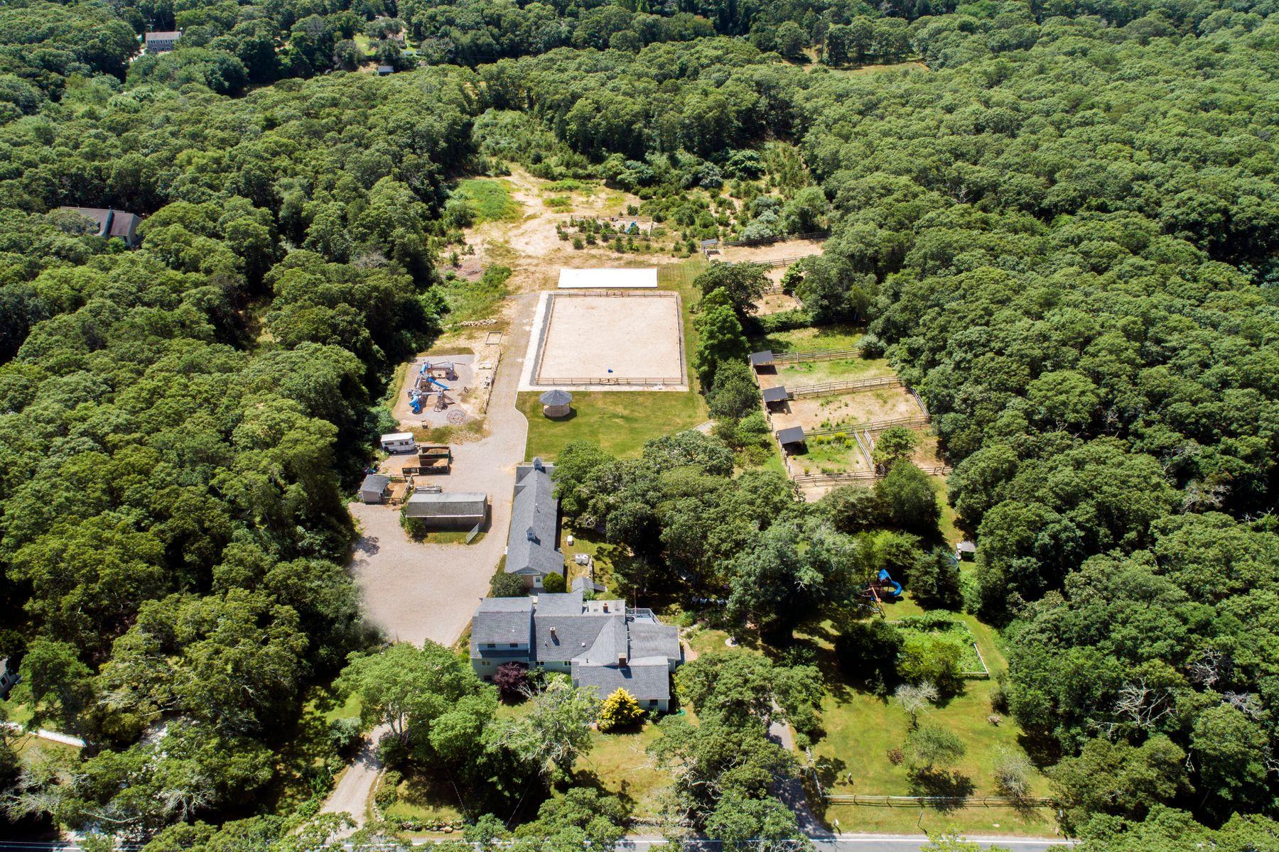 Ferme / Ranch / Plantation pour l Vente à 263 Cedar Street West Barnstable, Massachusetts 02668 États-Unis