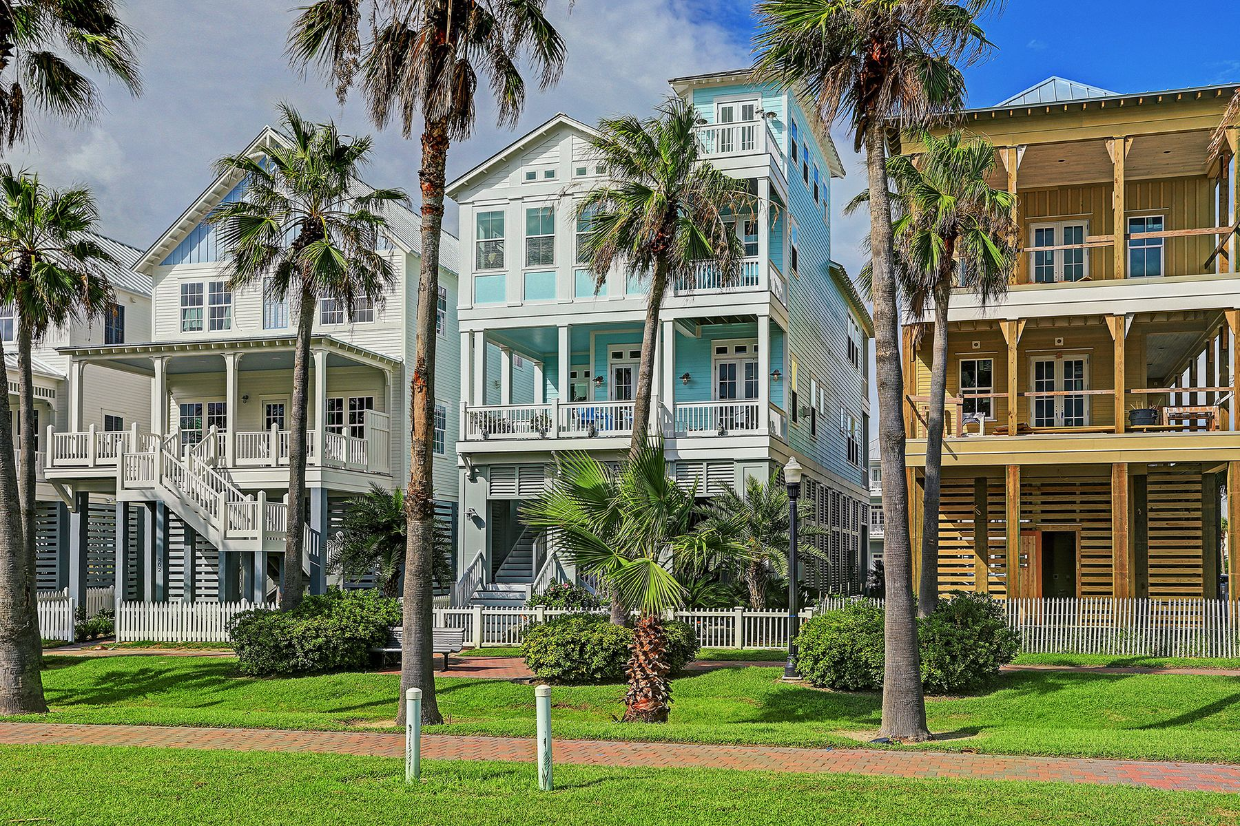 Other Residential Homes for Active at 810 Shiraz Passage Galveston, Texas 77550 United States