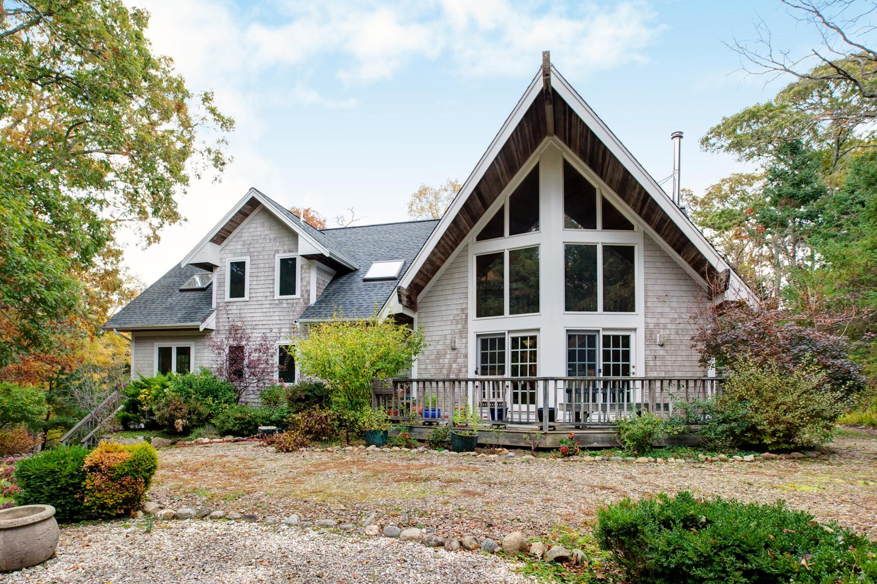 Single Family Homes 为 销售 在 Quissett Privacy Abounds 20 Damon Drive 法尔茅斯, 马萨诸塞州 02540 美国