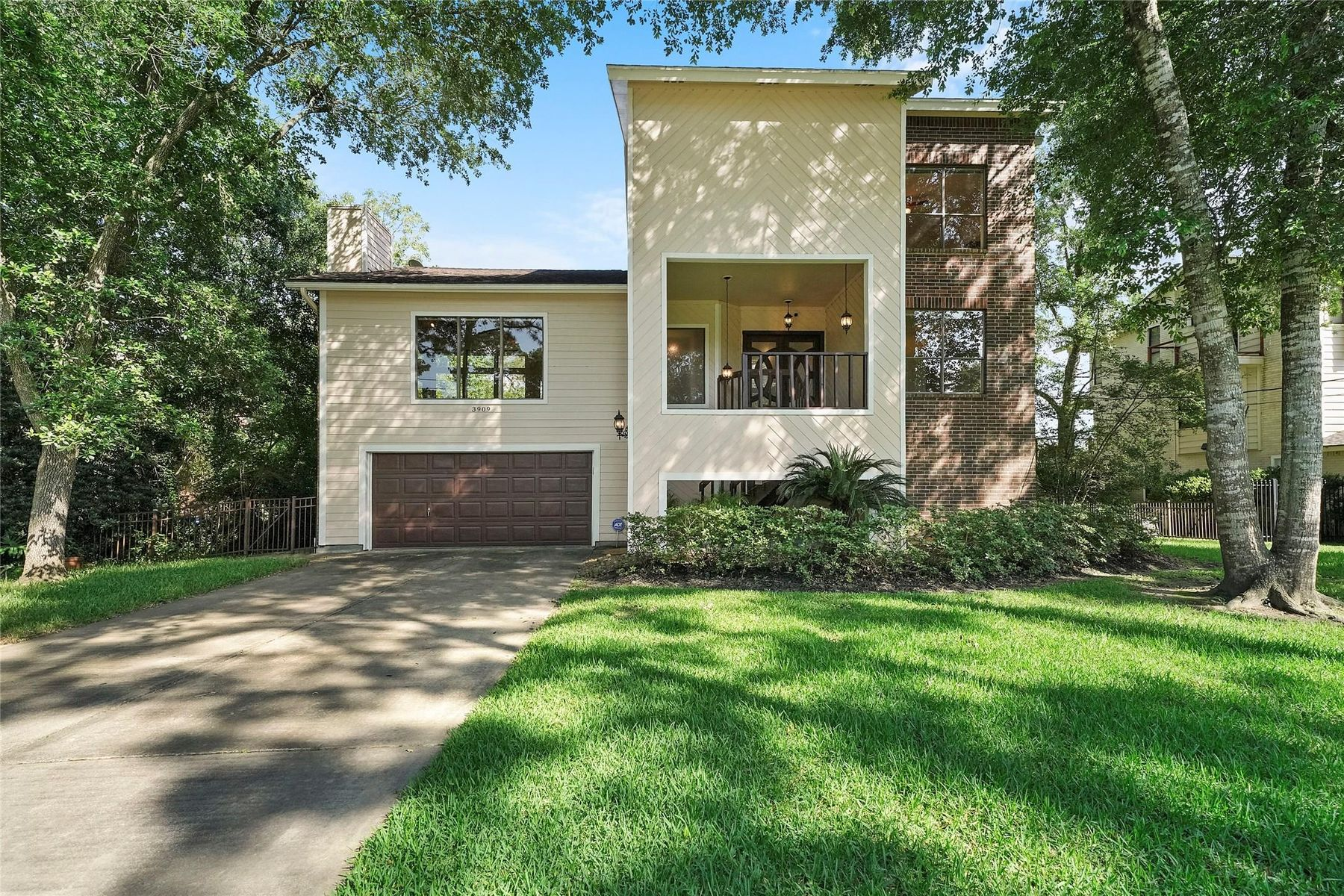 Single Family Homes for Sale at Dickinson, Texas 77539 United States