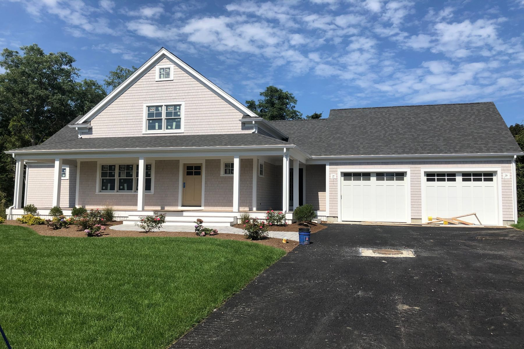 Single Family Homes por un Venta en North Falmouth Village New Construction 107 Cobblestone Lane North Falmouth, Massachusetts 02556 Estados Unidos