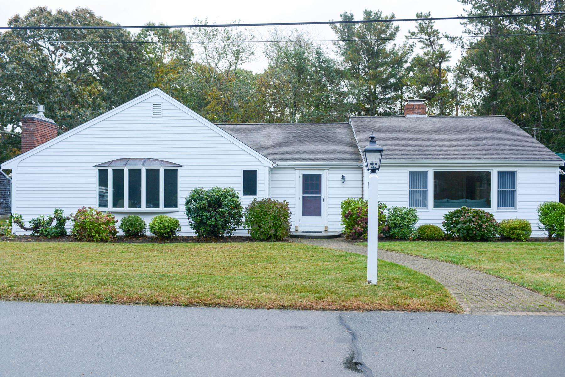Single Family Homes 为 销售 在 93 Cedar Point Drive 波恩, 马萨诸塞州 02532 美国
