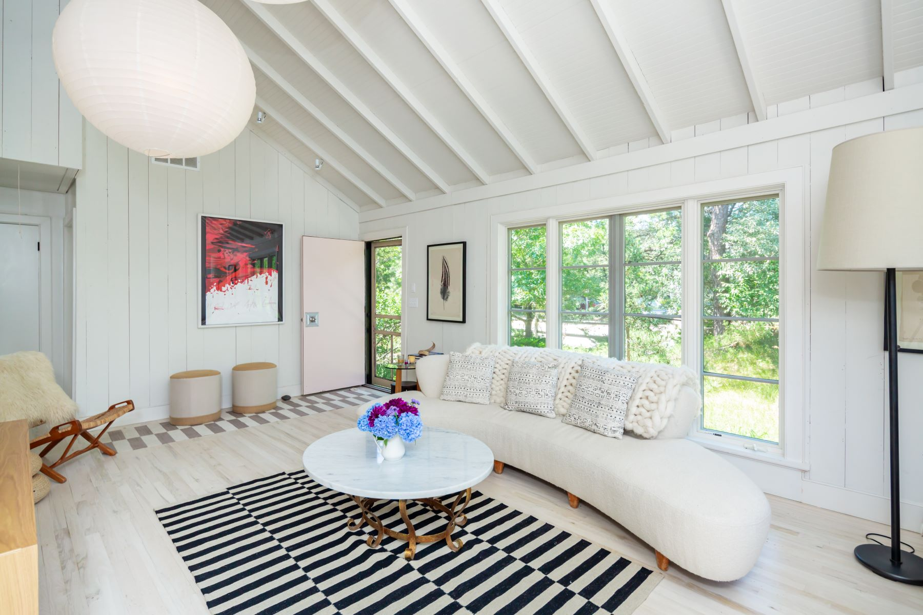 Single Family Homes for Sale at Amagansett Dunes Chic Cottage 56 Jacqueline Drive Amagansett, New York 11930 United States