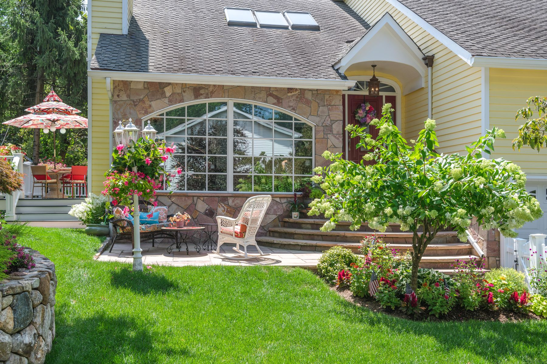 Single Family Homes 为 销售 在 Turn Key Near Loughlin Park 99 Loughlin Avenue, 科镇, 康涅狄格州 06807 美国