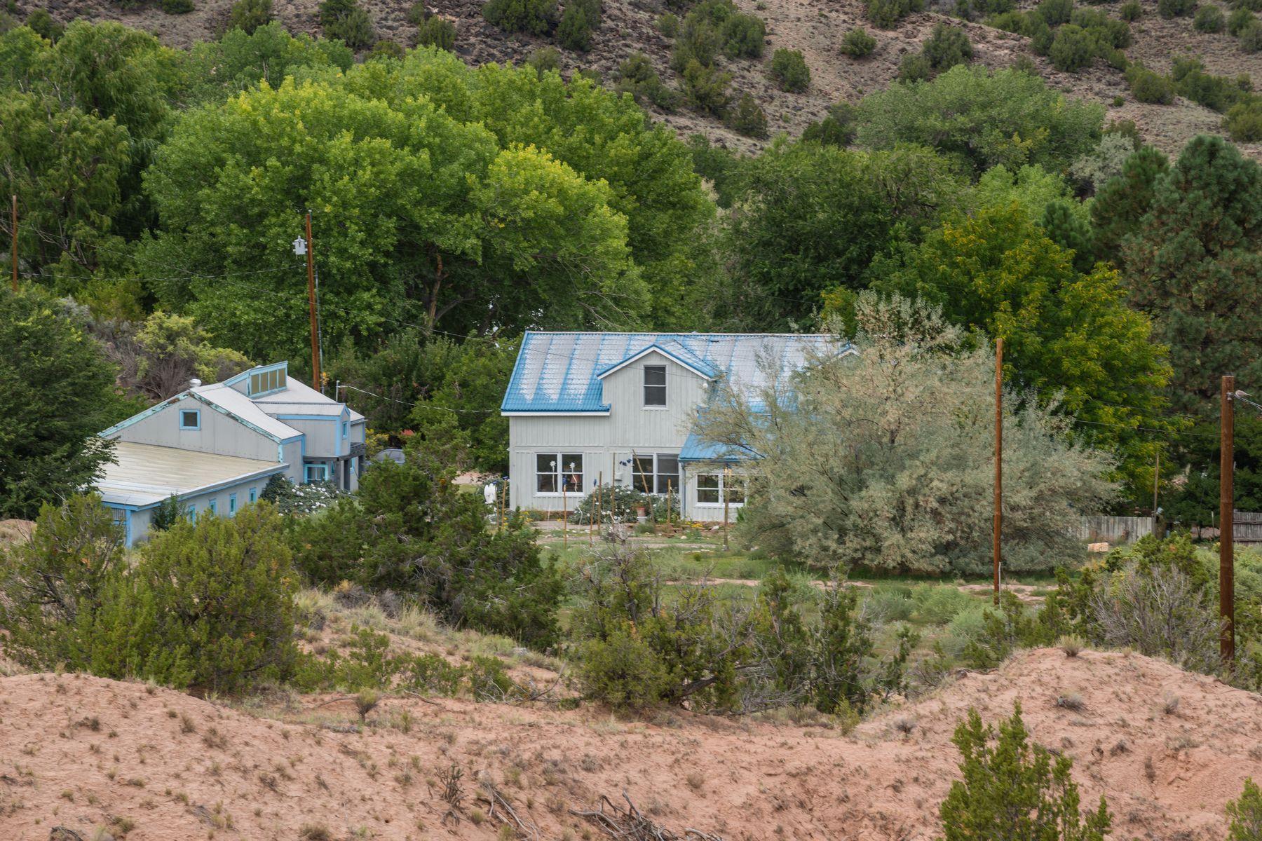 Single Family Homes pour l Vente à Dixon, Nouveau-Mexique 87537 États-Unis