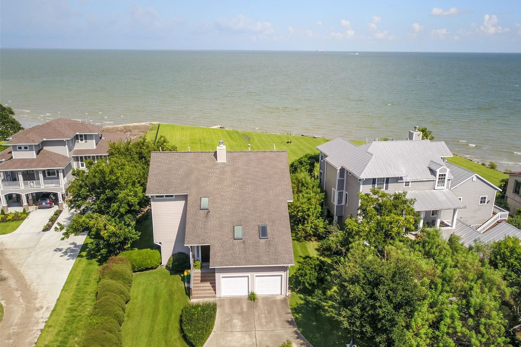 Single Family Homes for Active at 601 Quintana Roo Place Seabrook, Texas 77586 United States