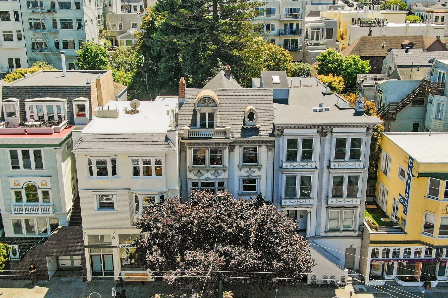 Single Family Homes por un Venta en Rare Fixer With Views In Cow Hollow 2265 Union St San Francisco, California 94123 Estados Unidos