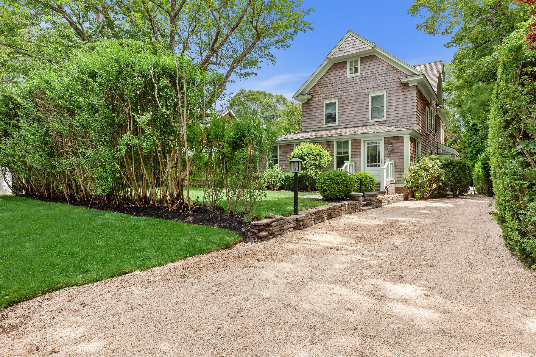 Single Family Homes 為 出售 在 Renovated Village Classic 34 High Street, Sag Harbor, 纽约 11963 美國