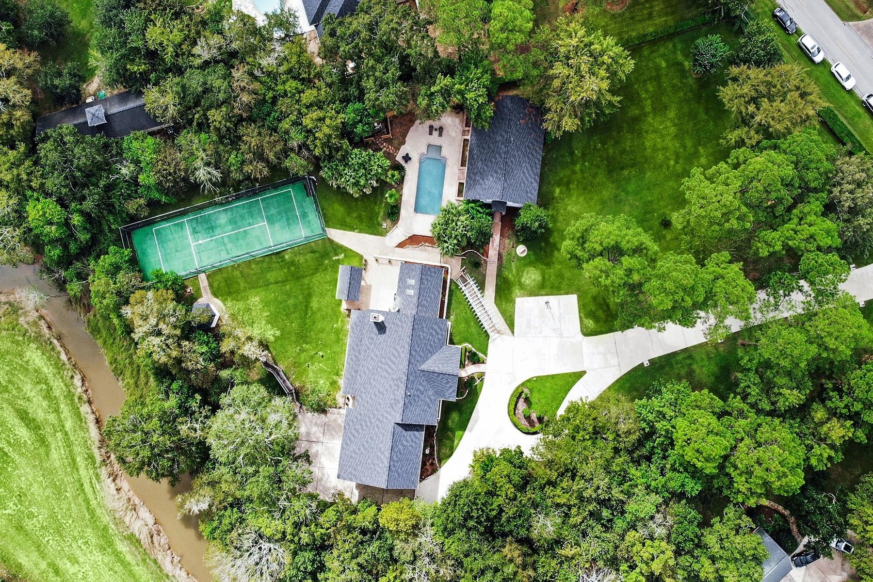 Single Family Homes for Sale at 809 Cowards Creek Drive Friendswood, Texas 77546 United States