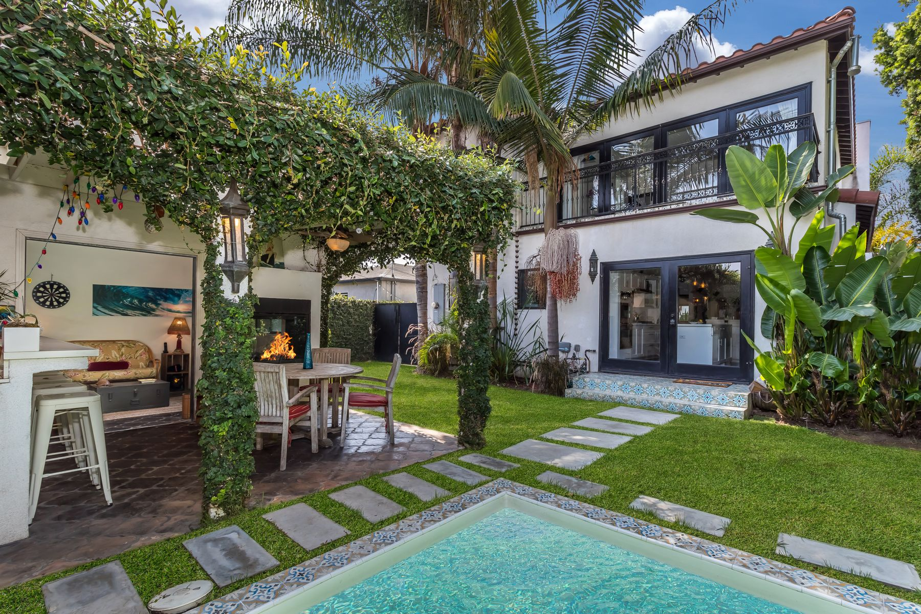 Single Family Homes for Sale at Best Value in the Venice Golden Triangle 2924 Yale Avenue Venice, California 90292 United States