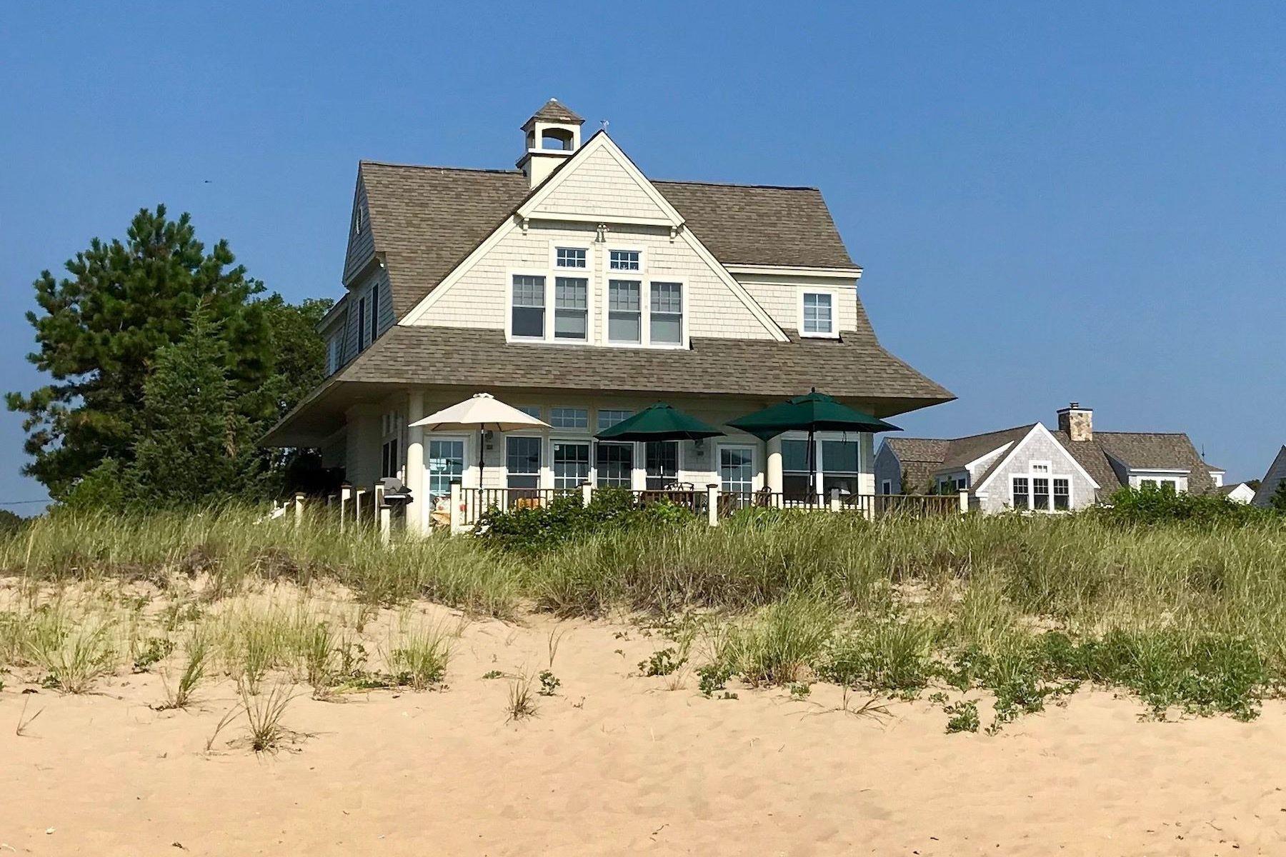 Single Family Homes 为 销售 在 Popponesset, 马萨诸塞州 02649 美国