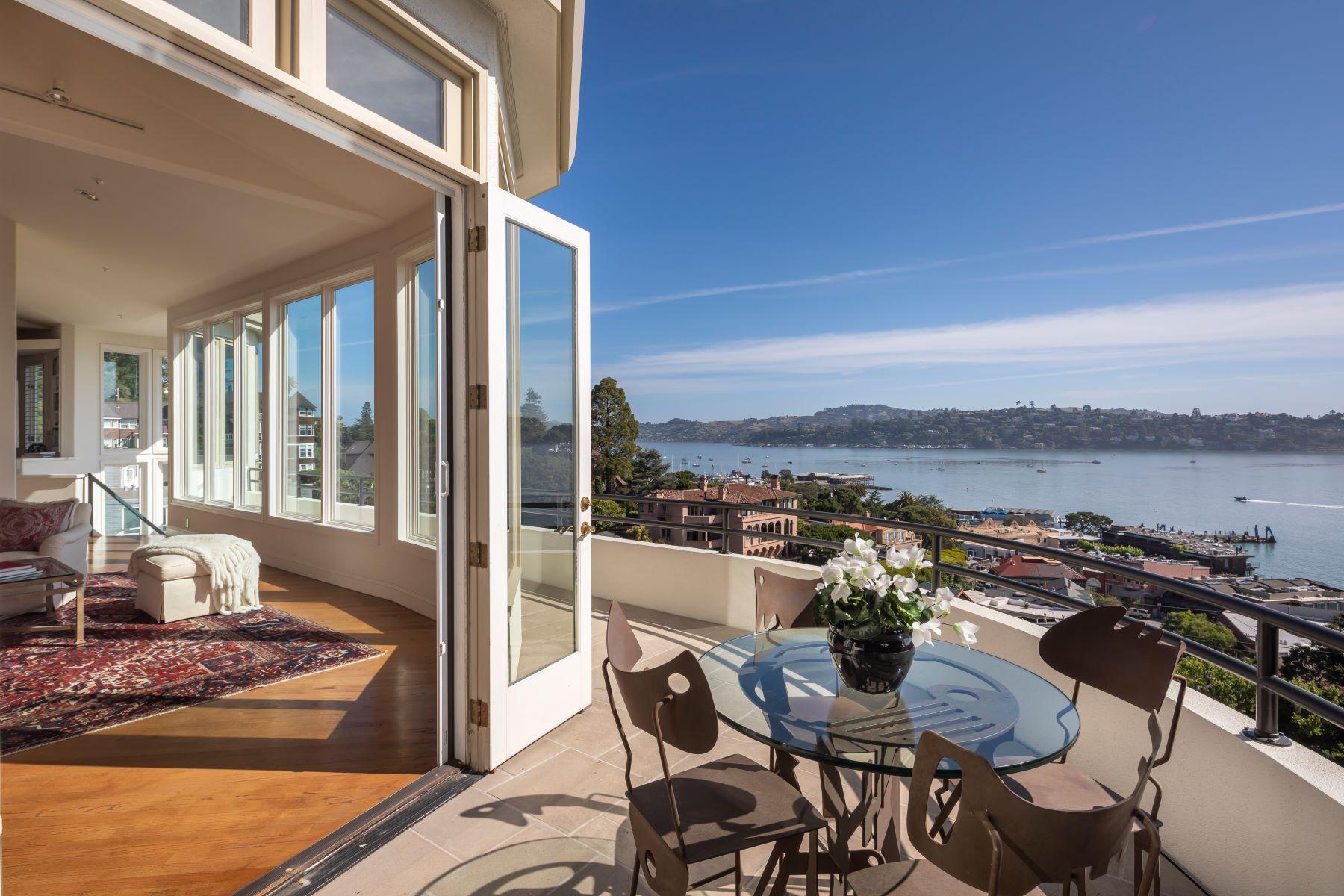 Single Family Homes pour l Vente à Sausalito, Californie 94965 États-Unis