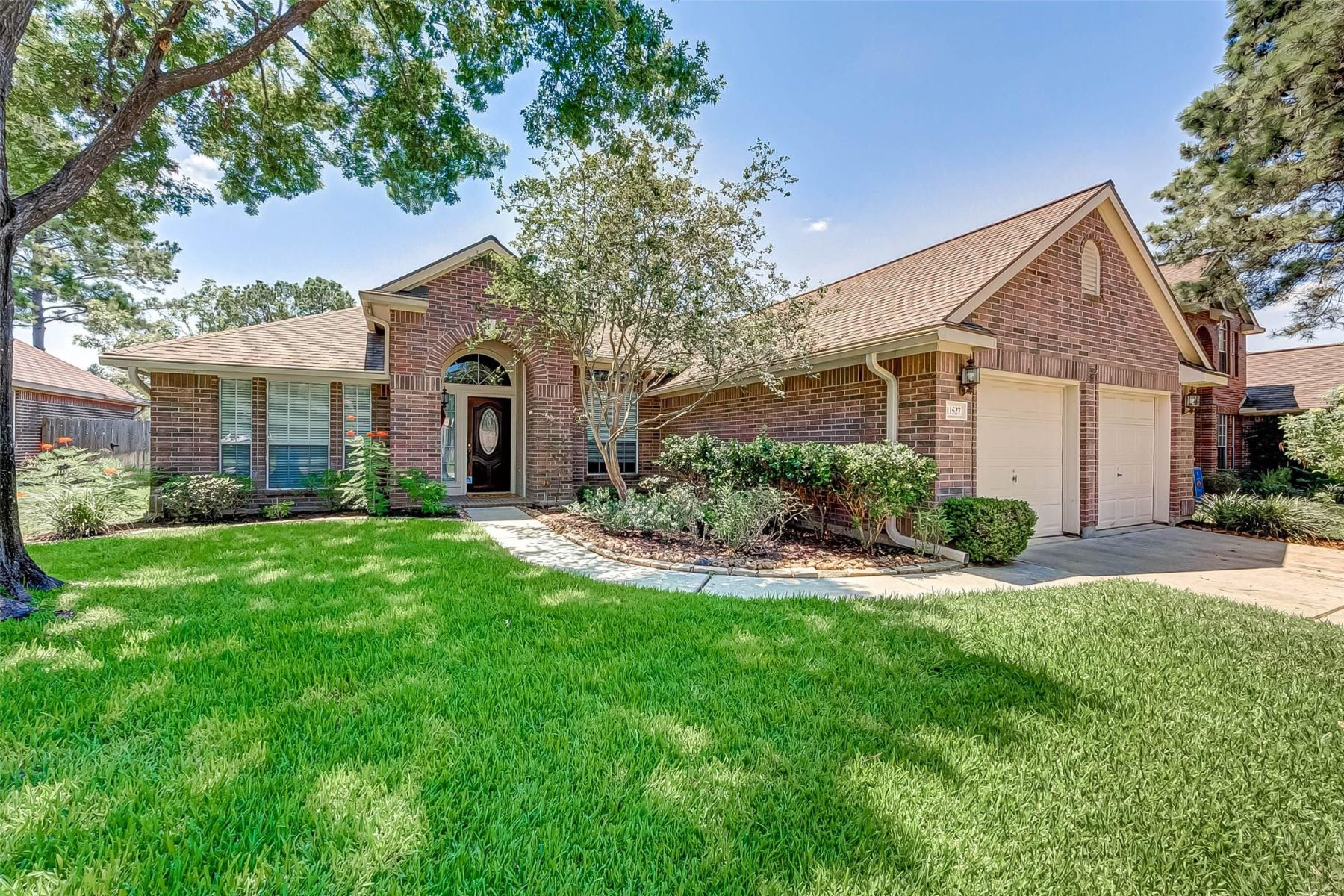 Single Family Homes for Sale at 11527 Canyon Woods Drive Tomball, Texas 77377 United States