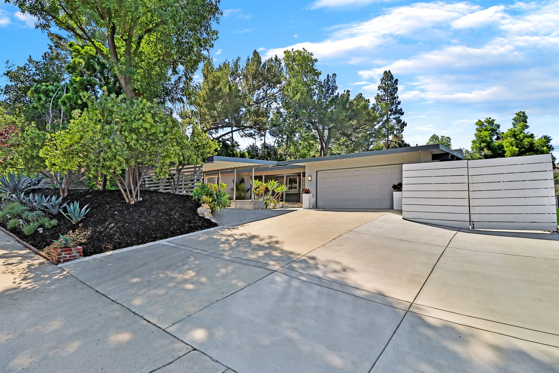 Single Family Homes for Sale at Thousand Oaks Mid-Century Ranch 2508 Hood Dr. Thousand Oaks, California 91362 United States