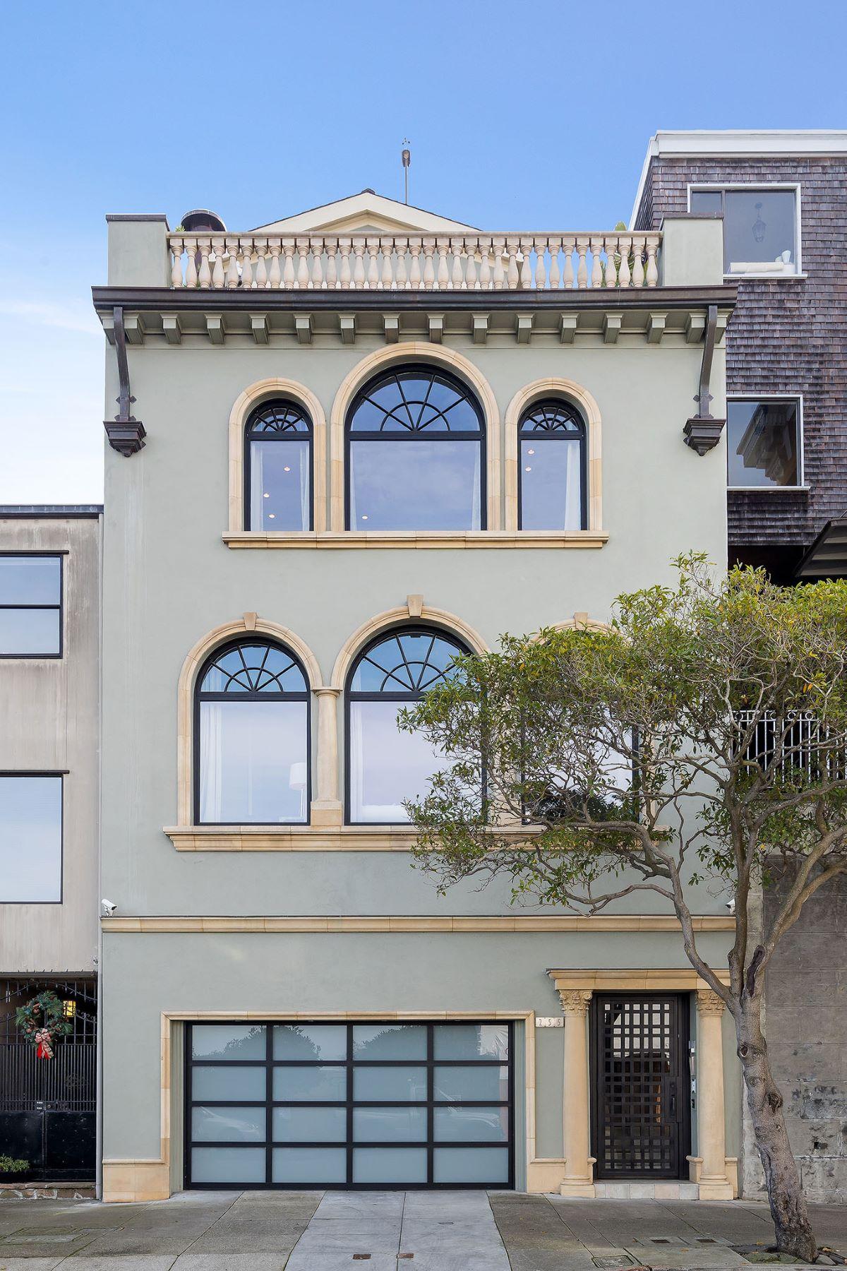 Single Family Homes 为 销售 在 Telegraph Hill Mediterranean View Home 255 Chestnut St 旧金山, 加利福尼亚州 94133 美国