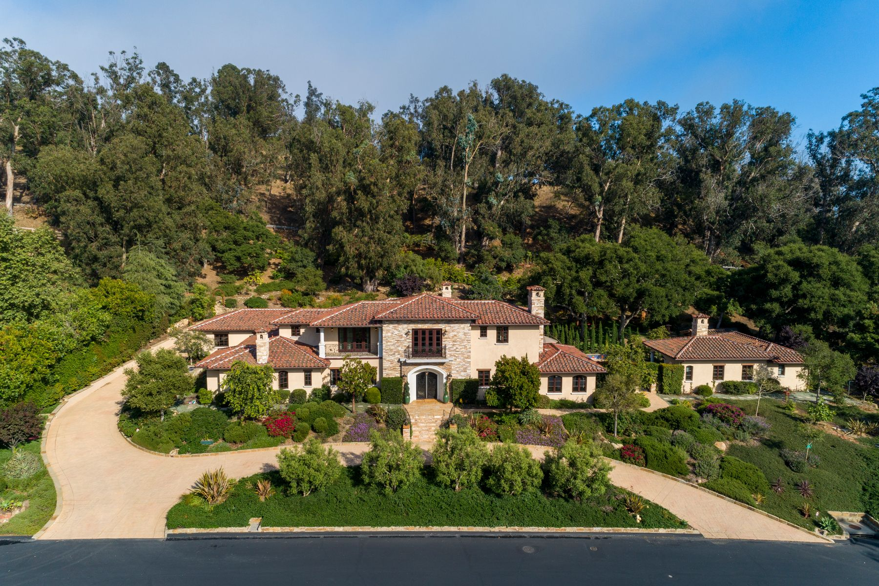 Single Family Homes for Sale at Mediterranean-Style Home in Montecito 2020 Creekside Road Montecito, California 93108 United States