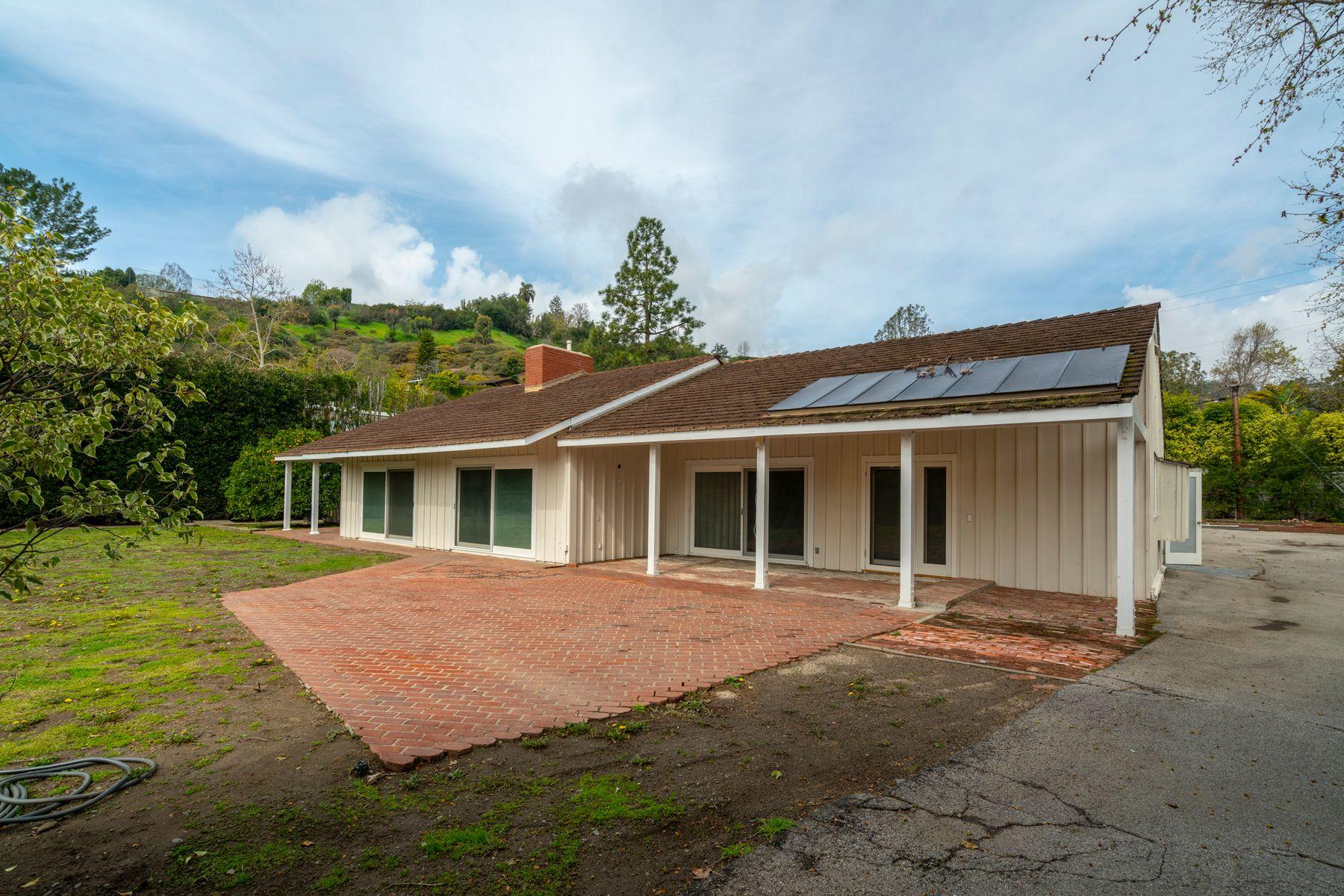 Single Family Homes 为 销售 在 13211 Old Oak Lane 洛杉矶, 加利福尼亚州 90049 美国