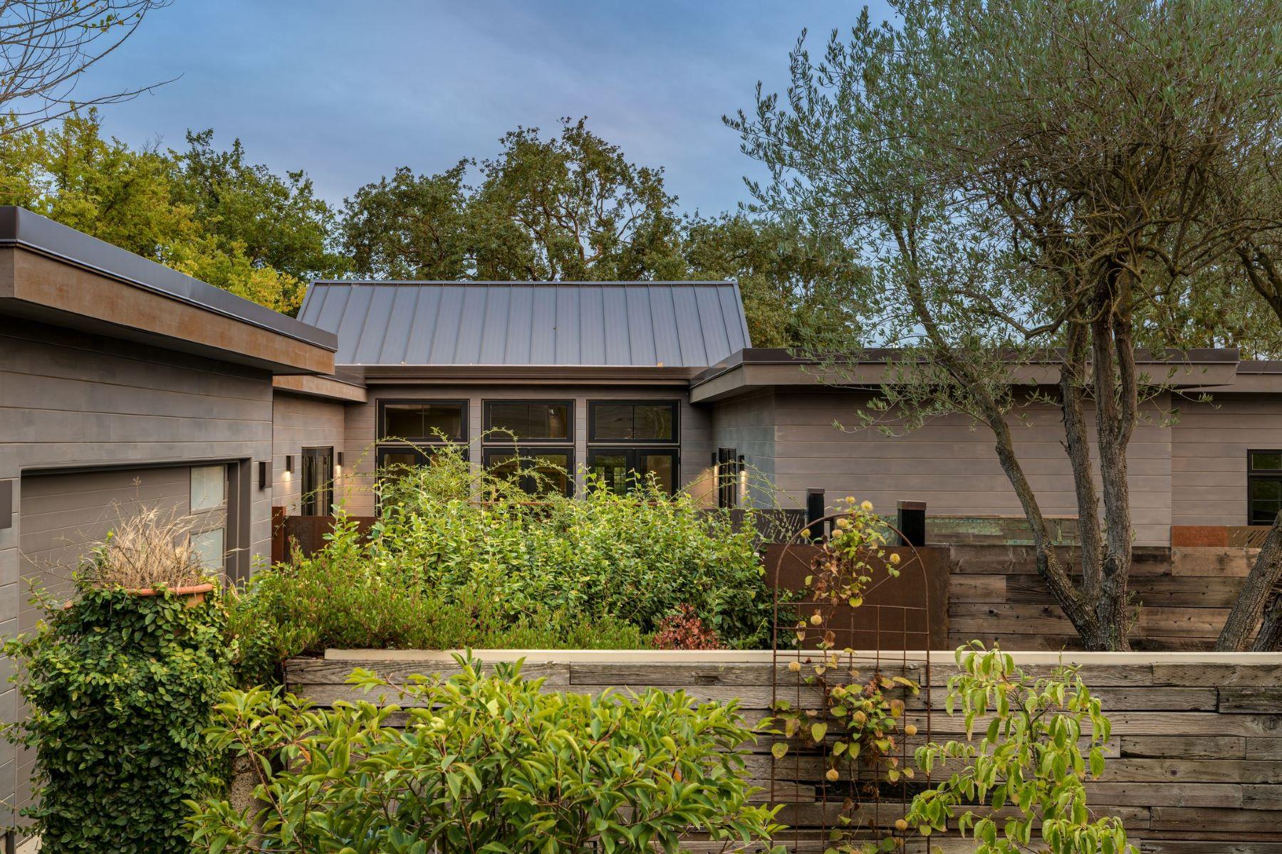 Multi-Family Homes por un Venta en Modern Wine Country with a French Vibe 2569 Napa Rd Sonoma, California 95476 Estados Unidos