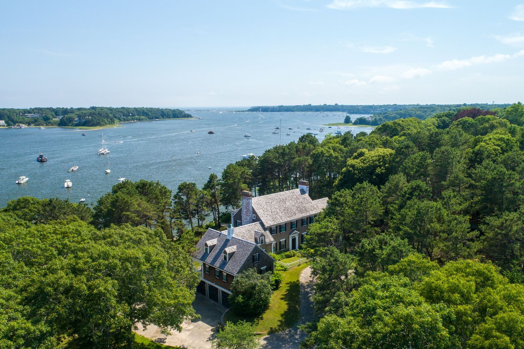 Single Family Homes 为 销售 在 671 Old Post Road, Cotuit, MA 671 Old Post Road 科士伊, 马萨诸塞州 02635 美国