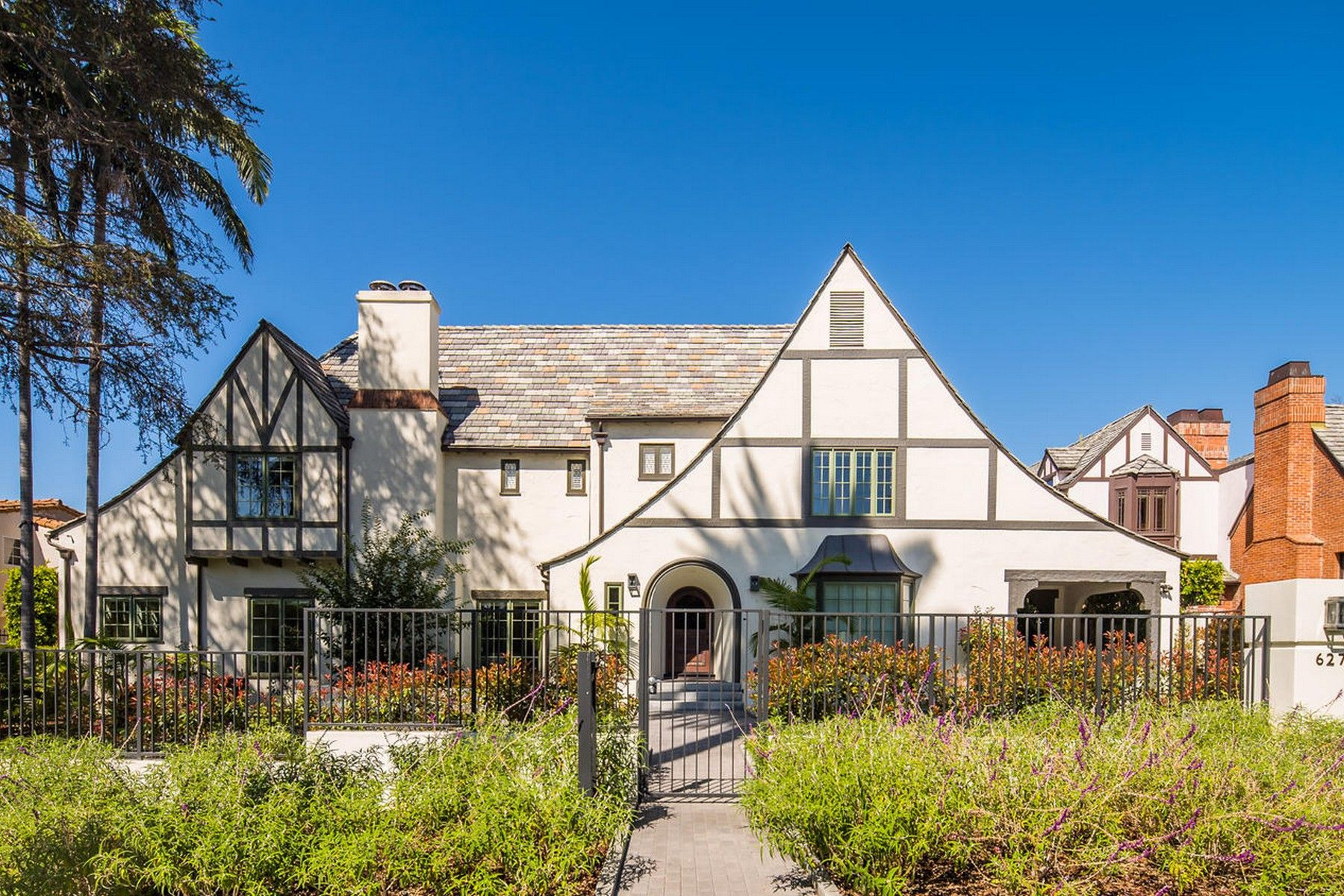 Single Family Homes for Sale at 627 North Hillcrest Road Beverly Hills, California 90210 United States
