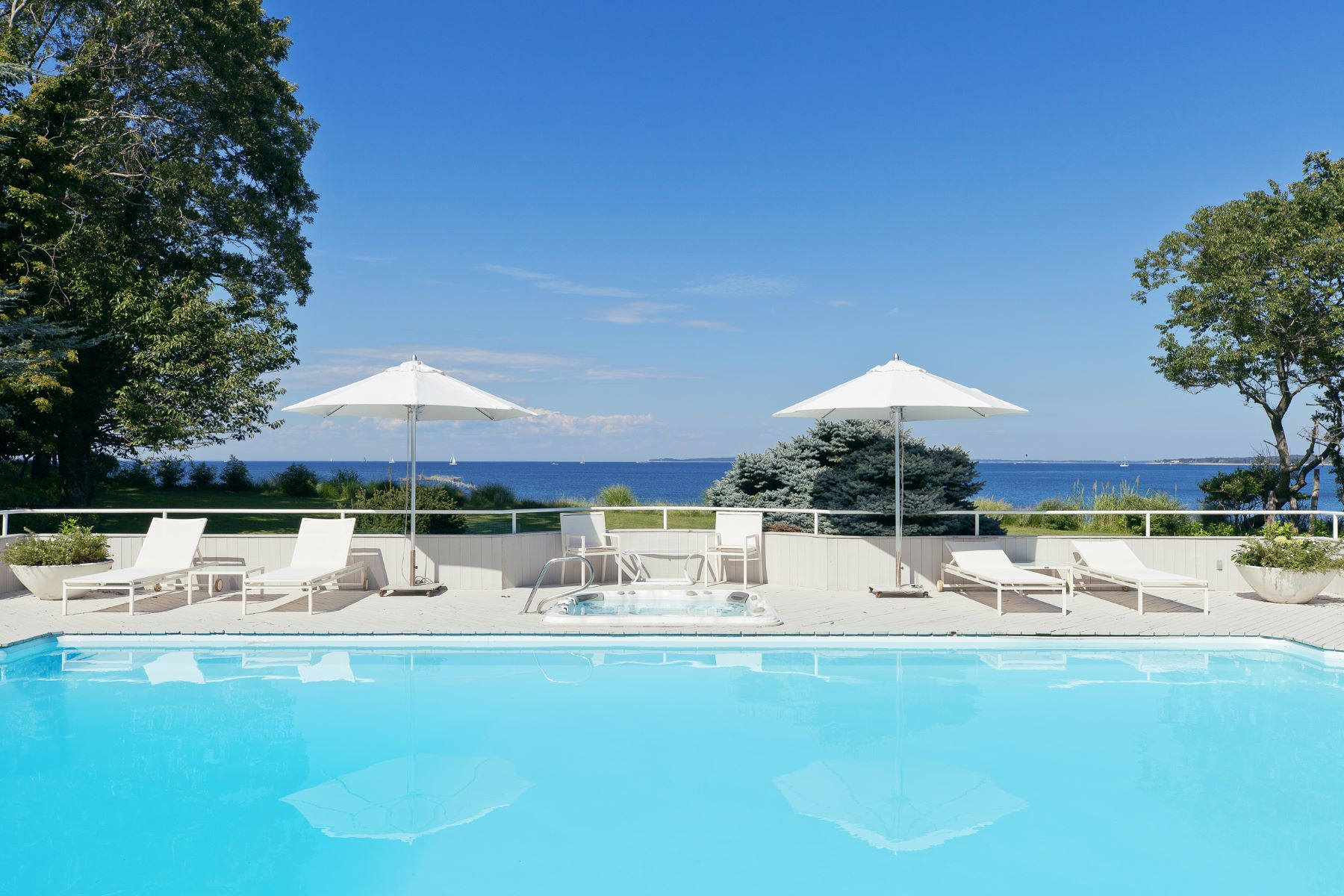 Single Family Homes for Sale at East Hampton Waterfront Haven 28 Hedges Banks Drive East Hampton, New York 11937 United States