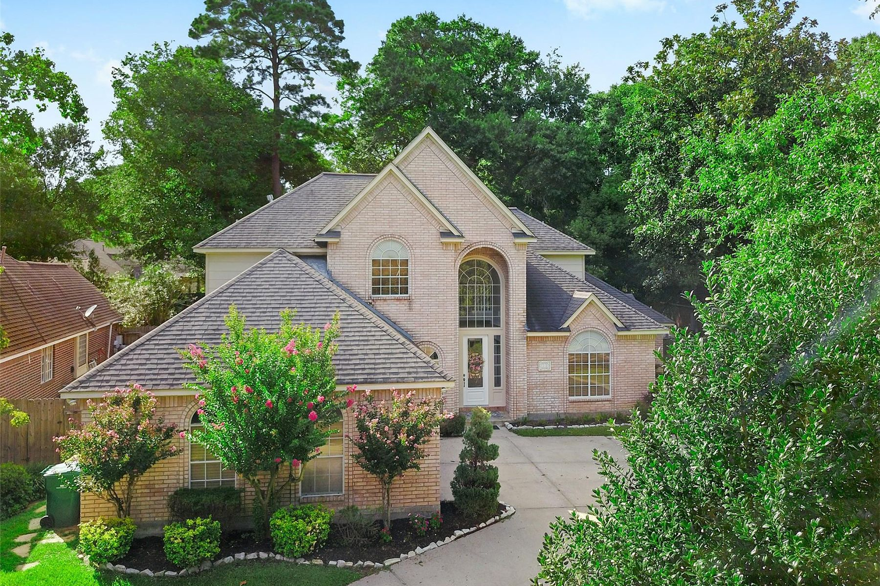 Single Family Homes for Sale at 22 Wedgewood Boulevard Conroe, Texas 77304 United States