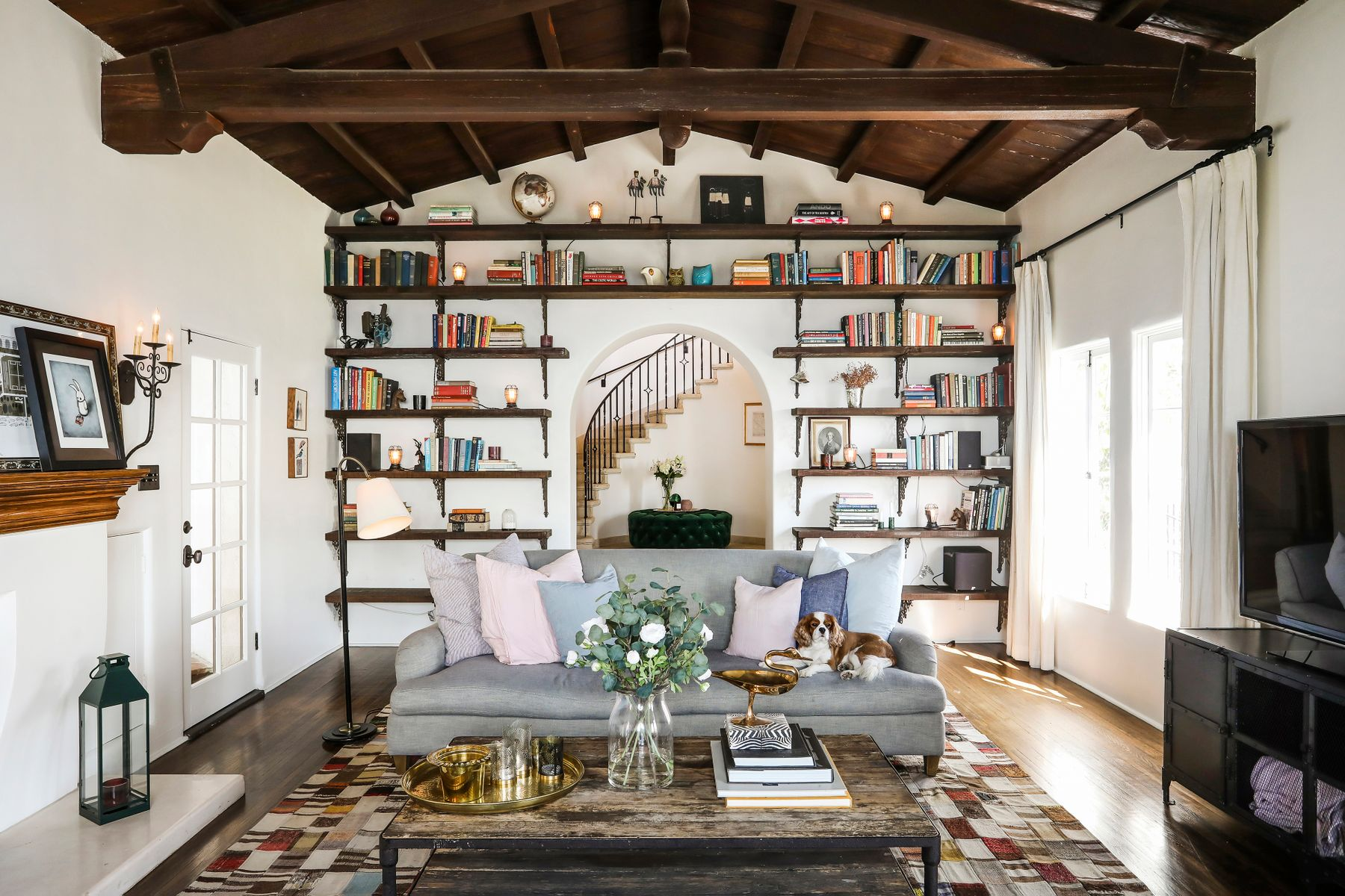 Single Family Homes 为 销售 在 4101 Parva Avenue 洛杉矶, 加利福尼亚州 90027 美国