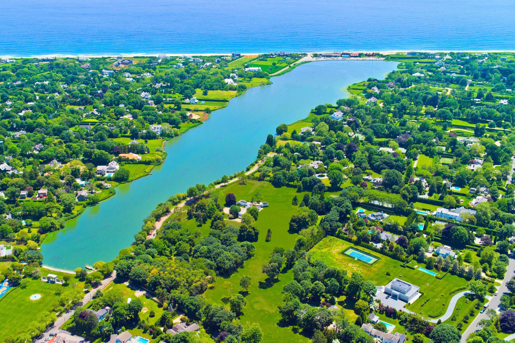 Single Family Homes por un Venta en Spectacular Waterviews Over Lake Agawam 137,153 Pond Lane, Lot 4 & 5 Southampton, Nueva York 11968 Estados Unidos