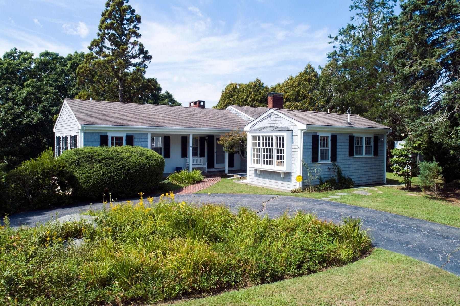 Single Family Homes 为 销售 在 99 Saconesset Road 西法尔茅斯, 马萨诸塞州 02540 美国