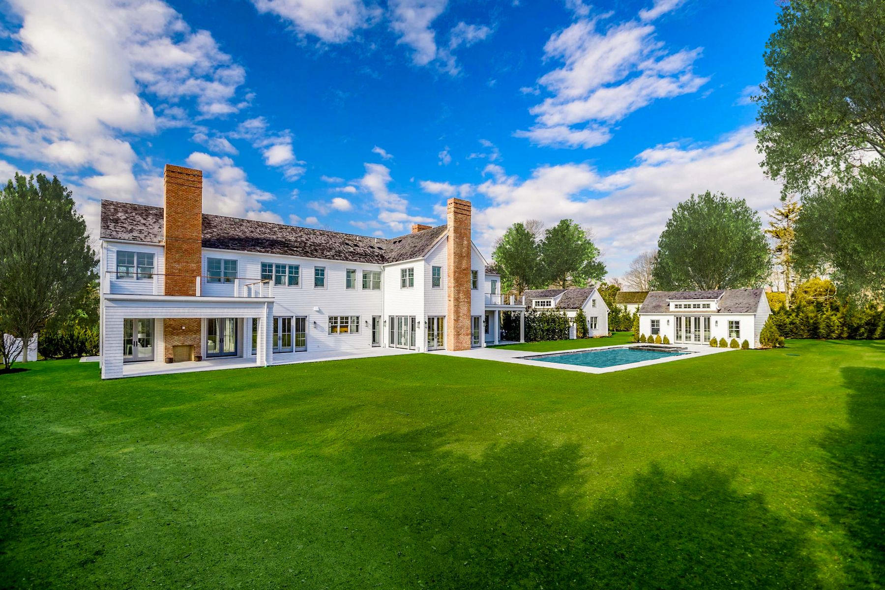 Single Family Homes for Sale at BRIDGEHAMPTON SOUTH MODERN FARMHOUSE 949 Ocean Road Bridgehampton, New York 11932 United States