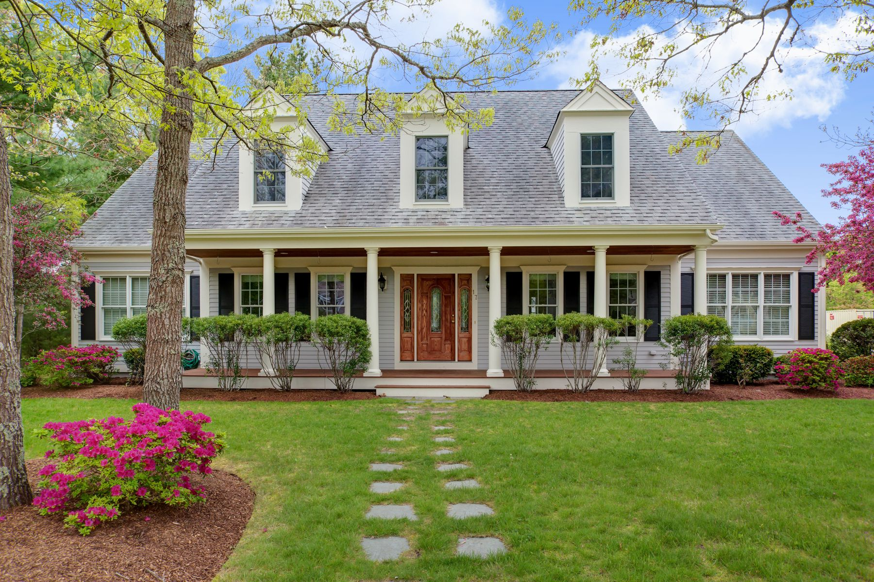 Single Family Homes for Active at Custom Spacious Cape 17 Cashs Trail East Falmouth, Massachusetts 02536 United States