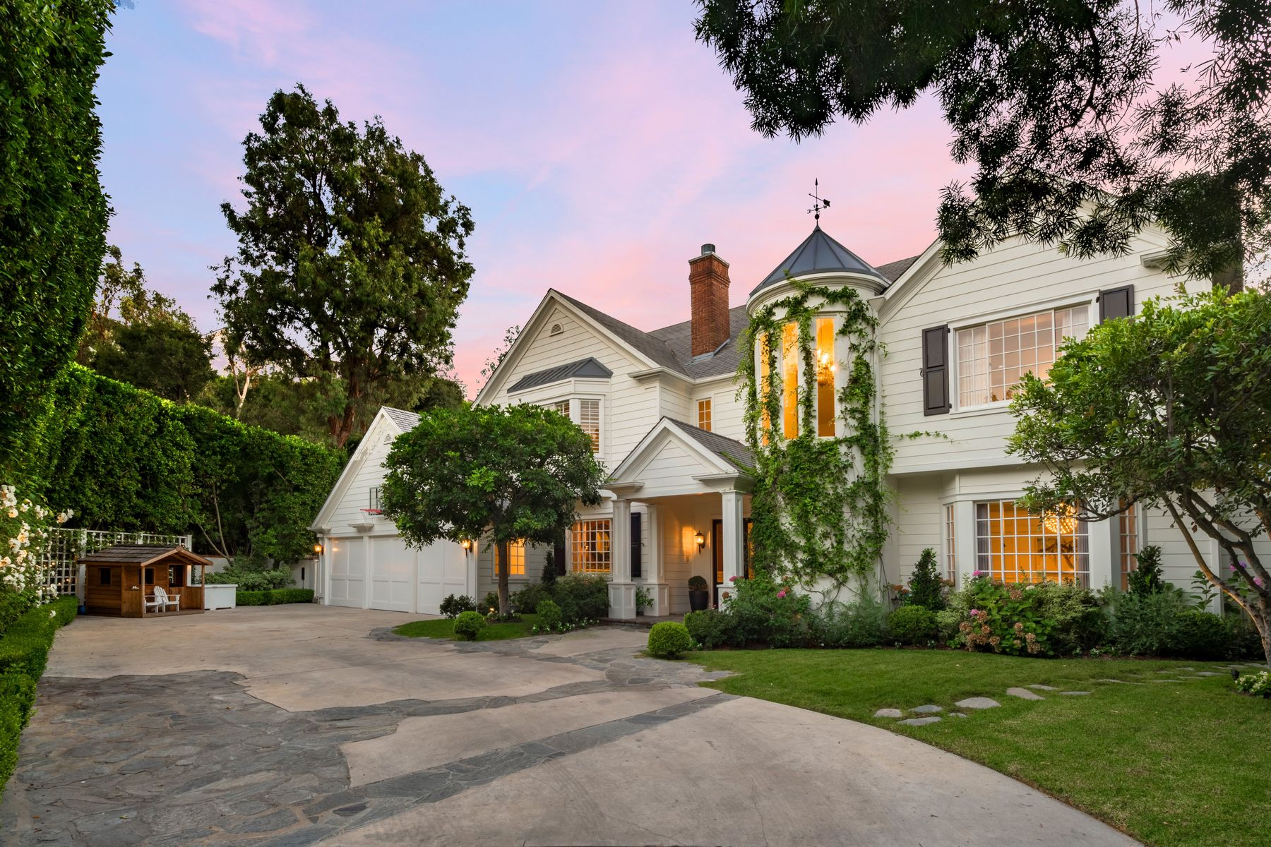 Single Family Homes for Sale at 12097 Summit Circle Beverly Hills, California 90210 United States