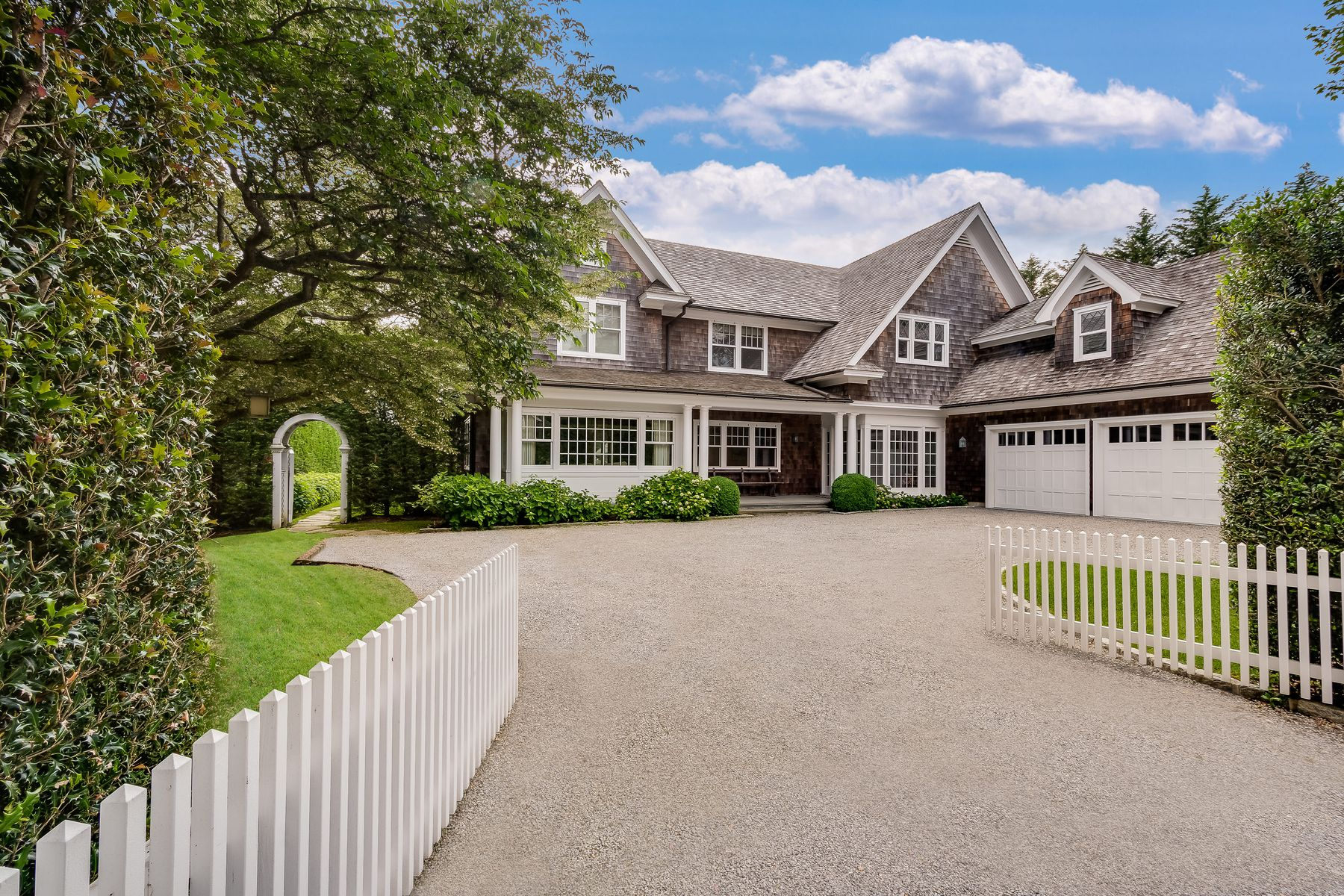 Single Family Homes for Active at 52 Meeting House Lane Amagansett, New York 11930 United States