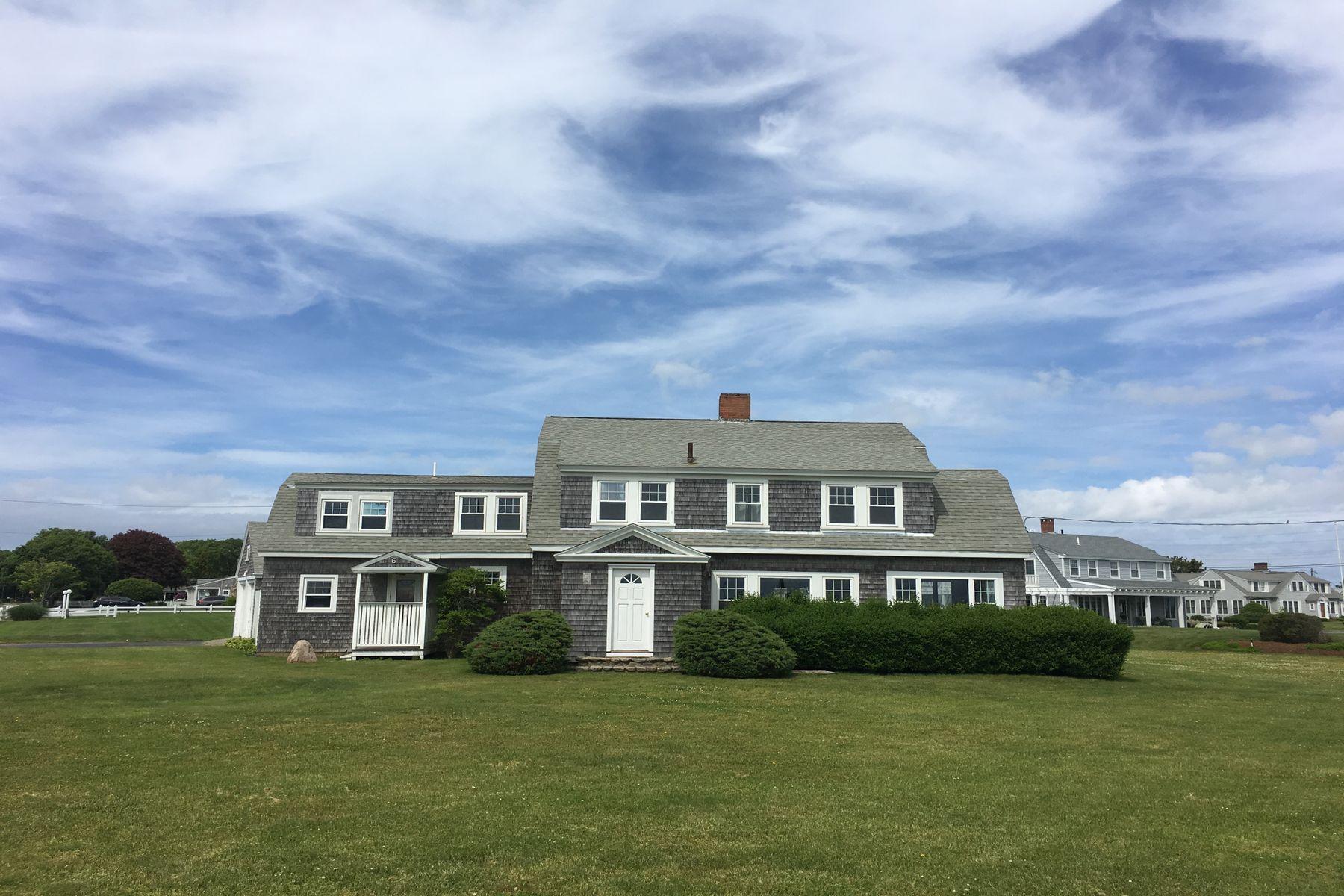 Single Family Homes por un Venta en Ocean Views And Private Beach Rights 6 Ocean Avenue East Falmouth, Massachusetts 02536 Estados Unidos