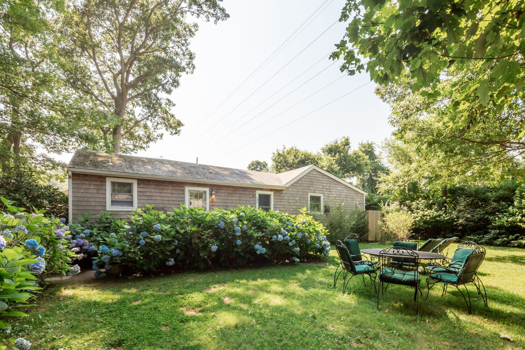 Single Family Homes for Sale at Charming Amagansett Pied-A-Terre 30 Grove Street Amagansett, New York 11930 United States