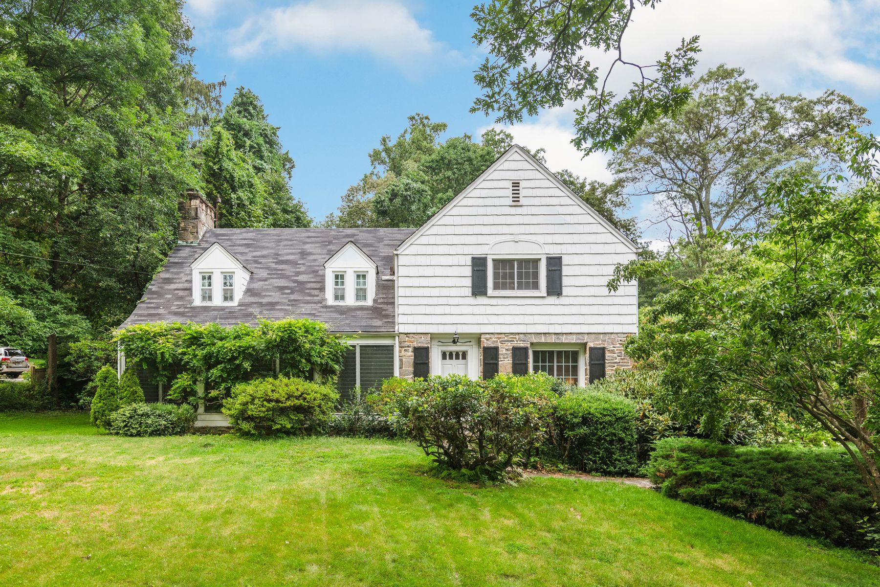 Single Family Homes for Sale at 25 Wesskum Wood Road Riverside, Connecticut 06878 United States
