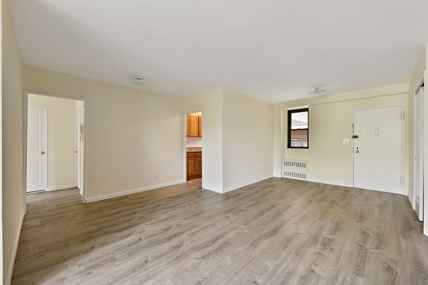 townhouses for Active at 4705 Henry Hudson Parkway, Apt. 5E 4705 Henry Hudson Parkway Apt 5E Riverdale, New York 10471 United States