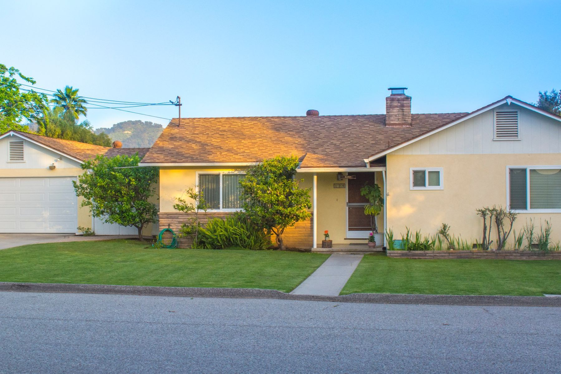 Single Family Homes for Sale at Ranch style home in Skyline Estates 175 Alto Drive Oak View, California 93022 United States