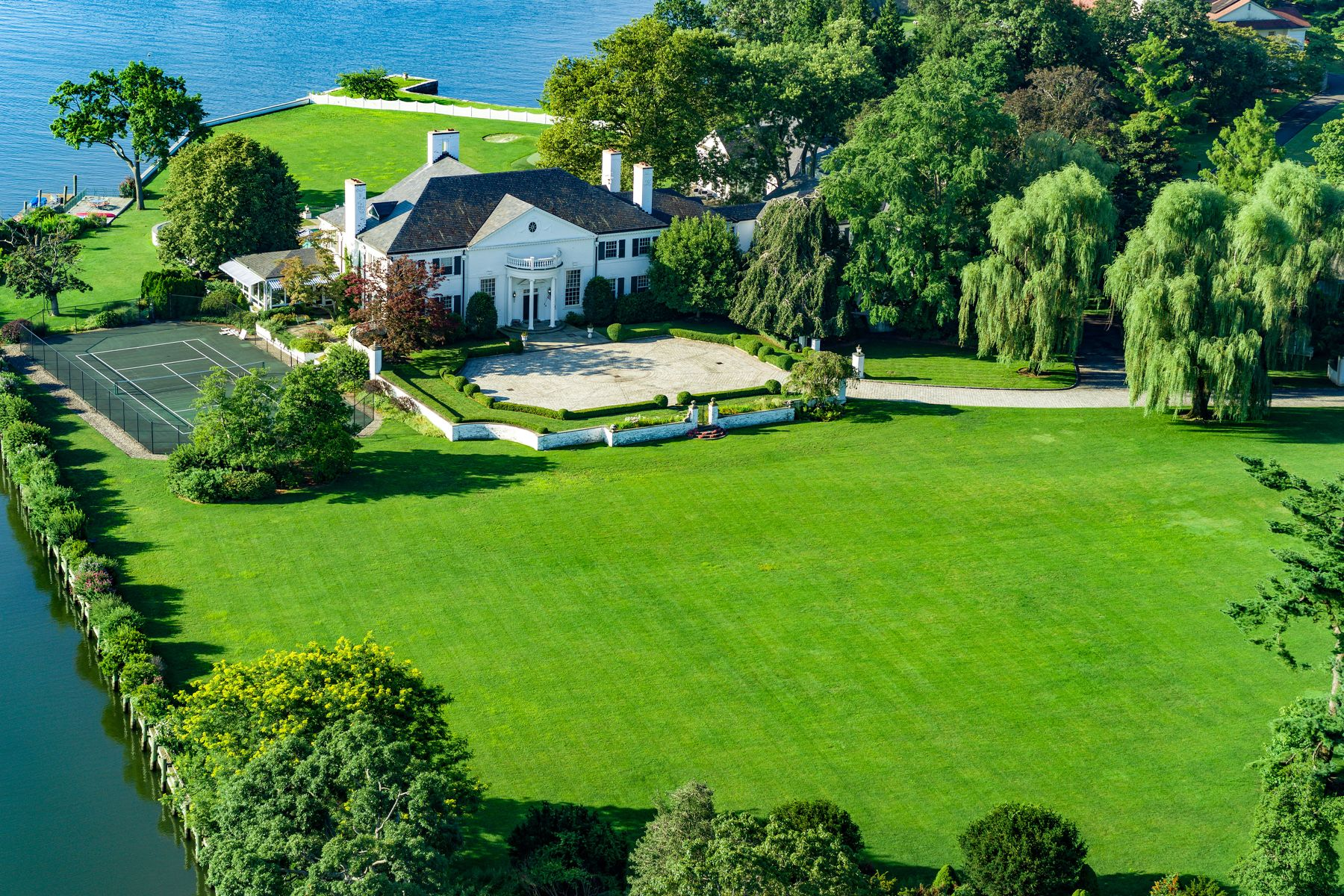 Additional photo for property listing at 21 Vista Drive Greenwich, Connecticut 06830 United States