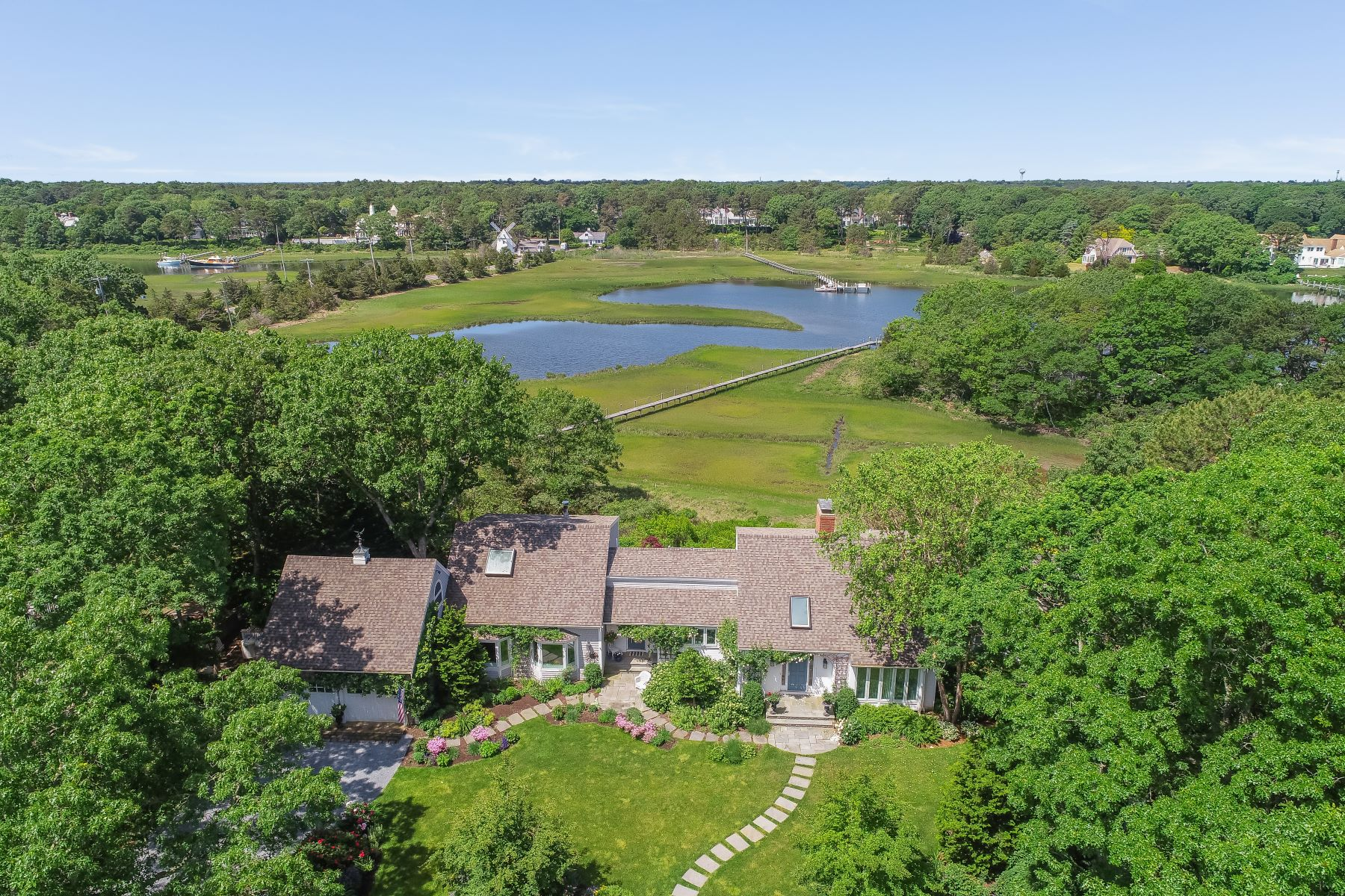 Single Family Homes 为 销售 在 142 Great Bay Road Osterville, 马萨诸塞州 02655 美国