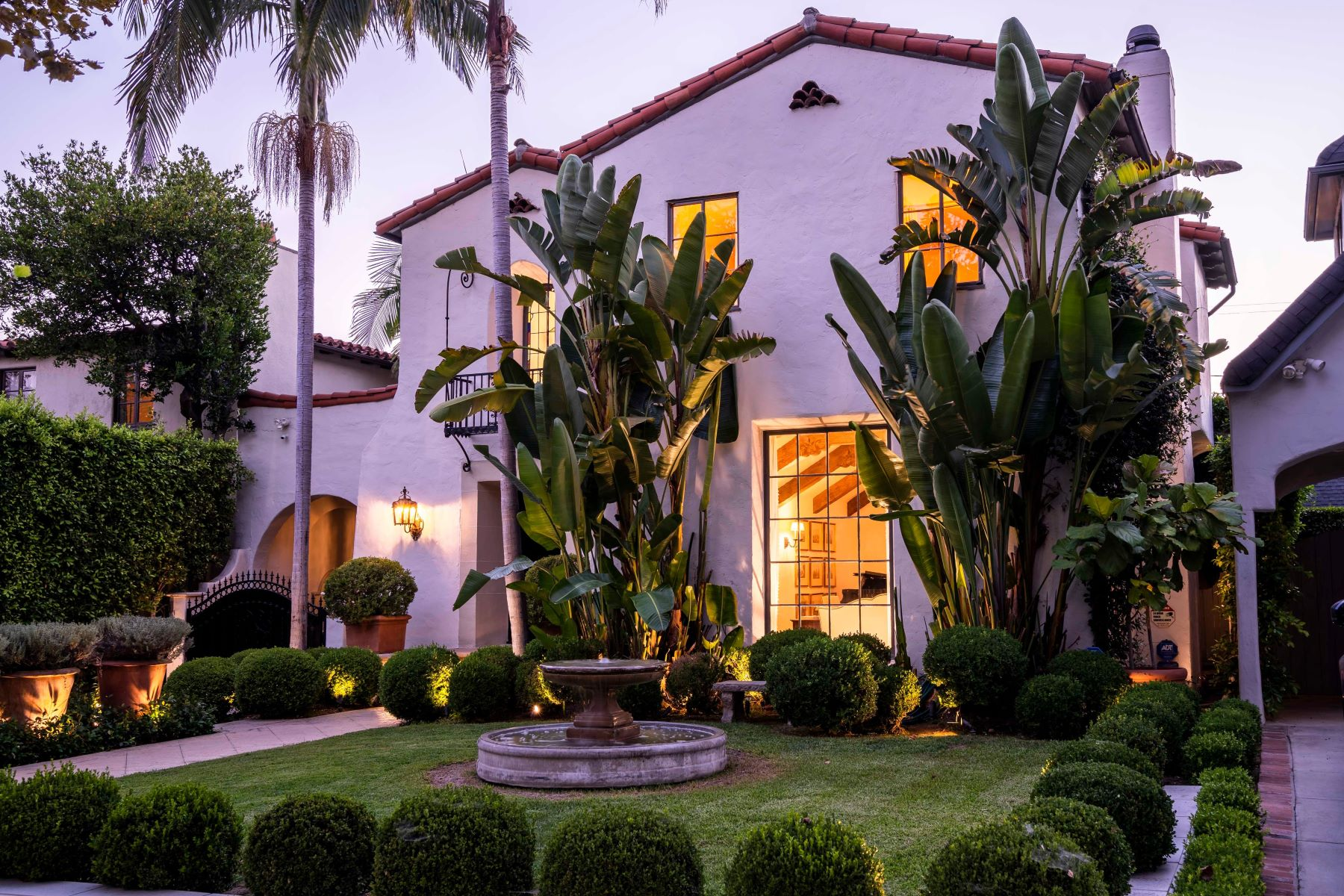 Single Family Homes for Sale at Design Centric Spanish in Hancock Park 617 N June Street Los Angeles, California 90004 United States