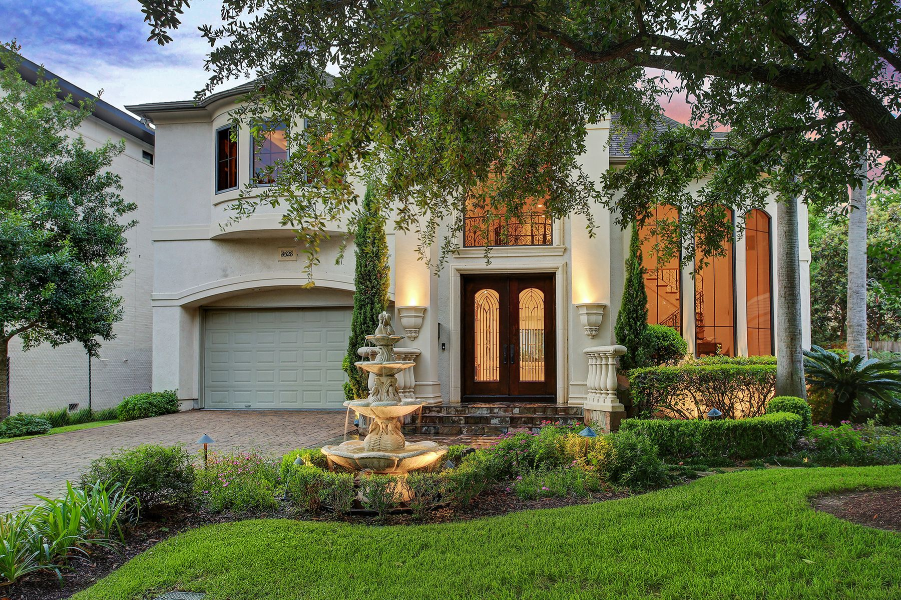 Single Family Homes for Sale at 4528 Holt Street Bellaire, Texas 77401 United States