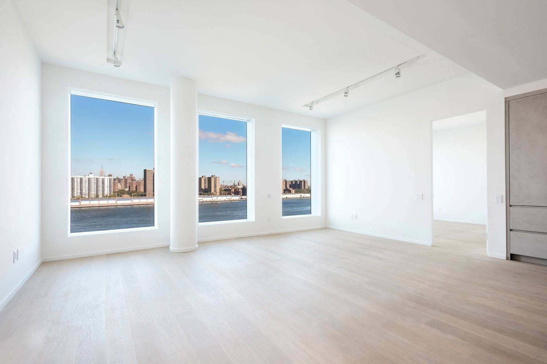 Condominiums for Sale at Immaculate 2 Bed w/ Breathtaking Views 1 John Street Apt 8C Brooklyn, New York 11201 United States