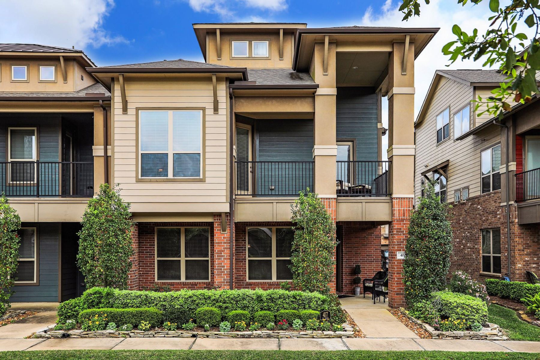 townhouses for Sale at 417 Via Regatta Street Webster, Texas 77598 United States